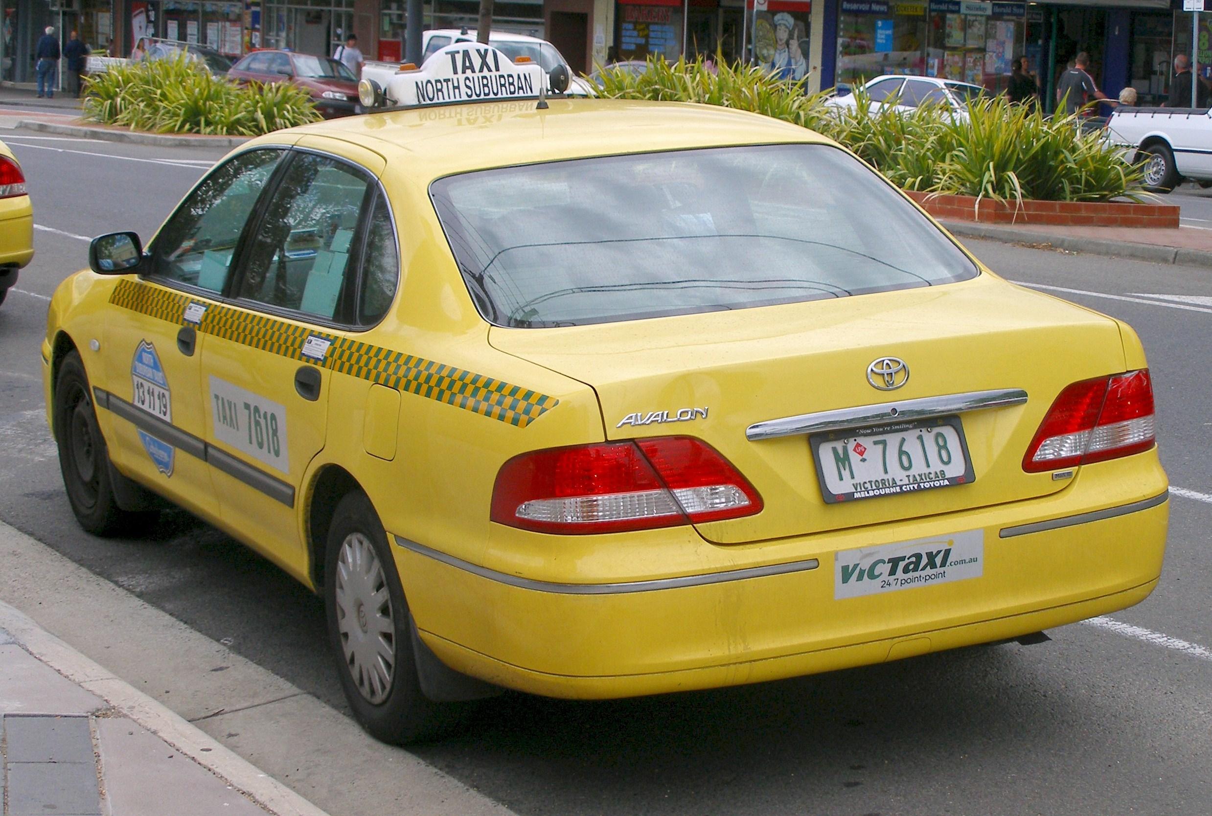 File:2003-2005 Toyota Avalon (MCX10R Mark III) taxi pack ...