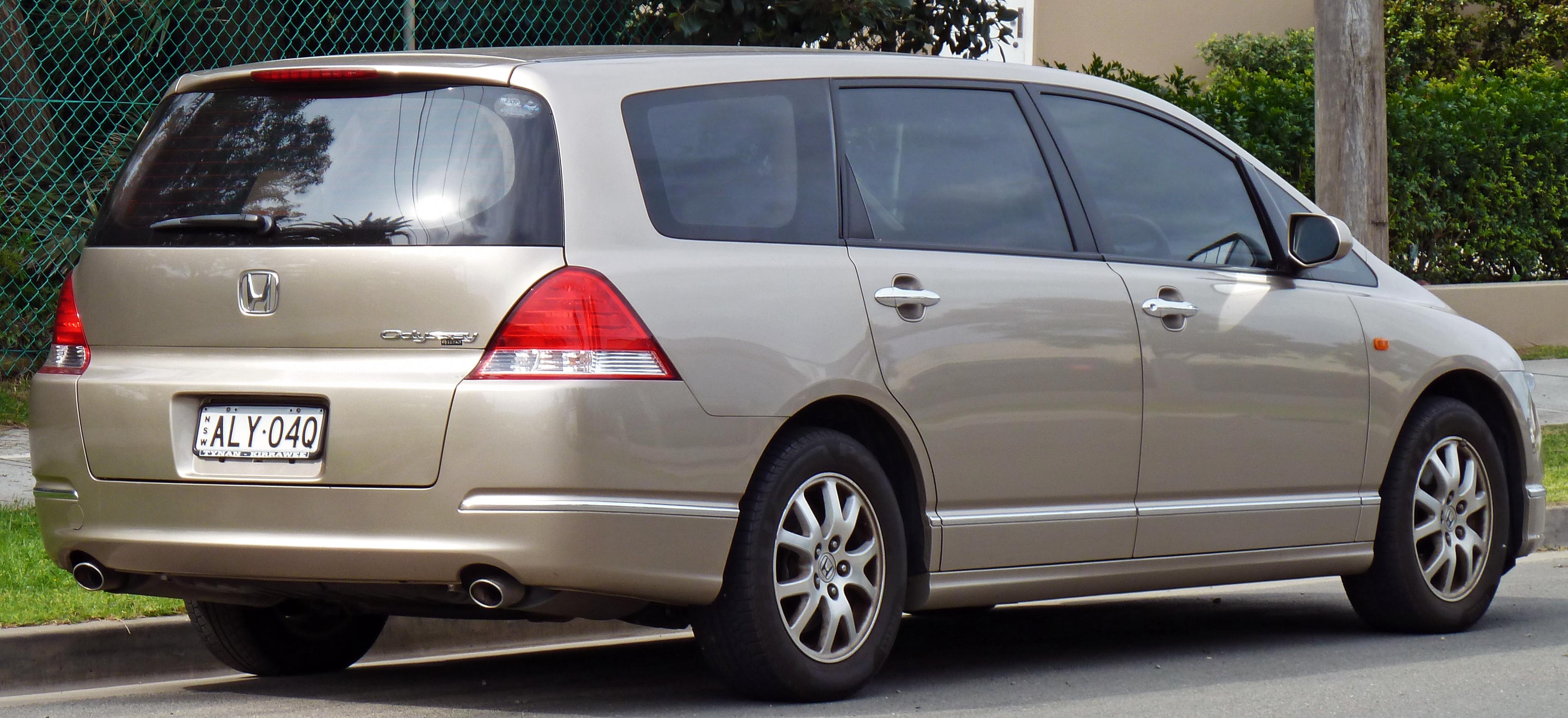 File:2004-2006 Honda Odyssey Luxury van 02.jpg - Wikimedia ...