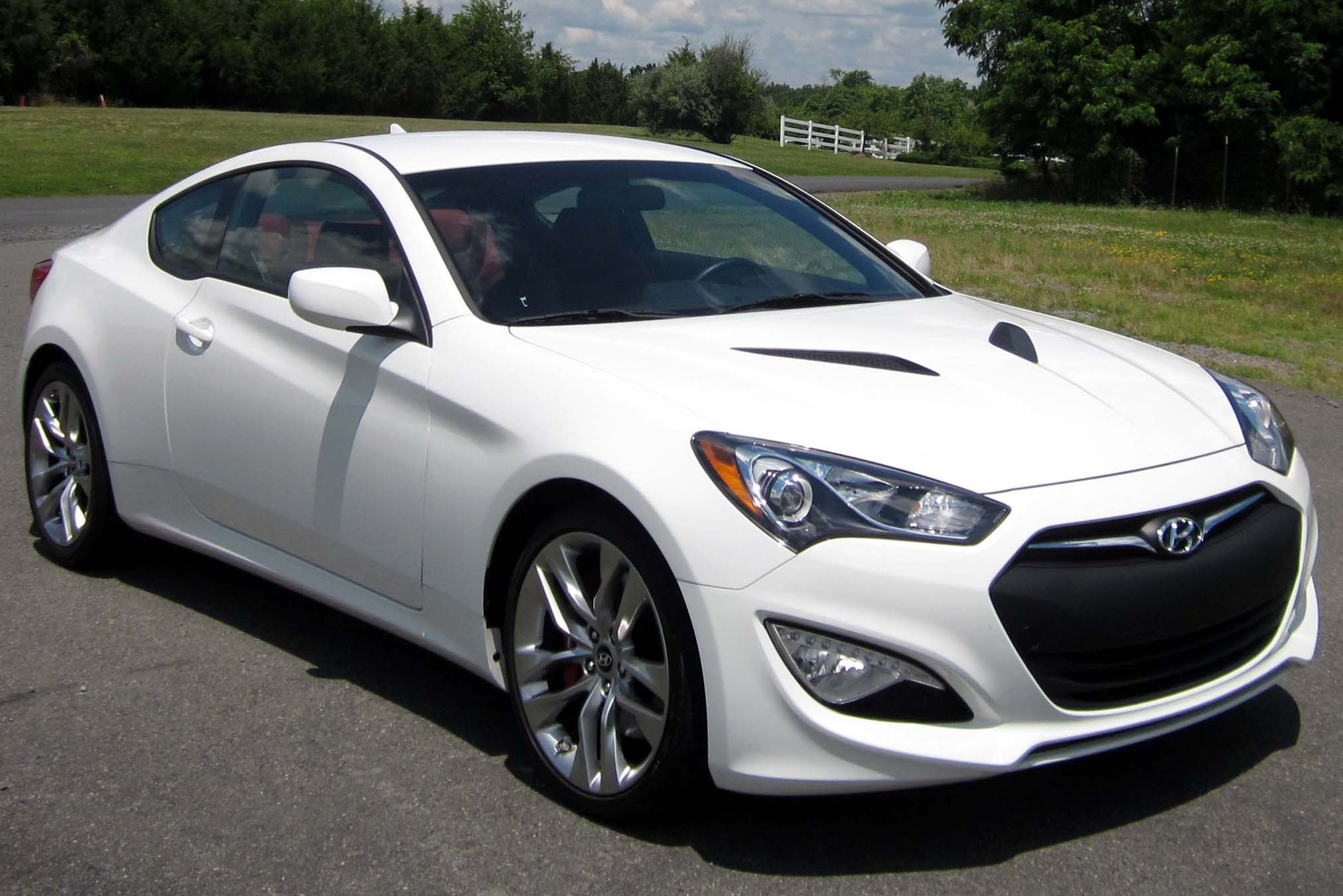 File:2013 Hyundai Genesis Coupe 3.8 R Spec    06 15