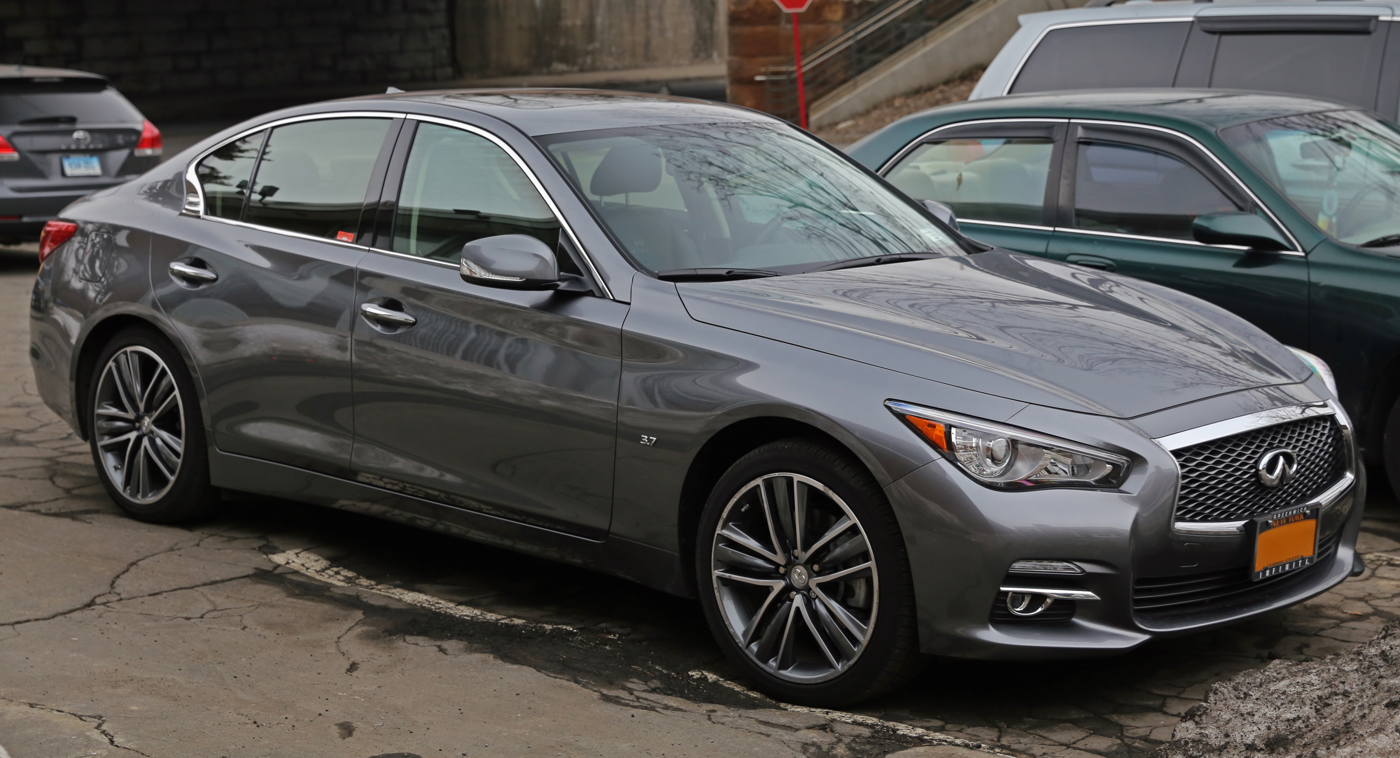 File 2014 Infiniti Q50 3 7 AWD front right Wikimedia mons