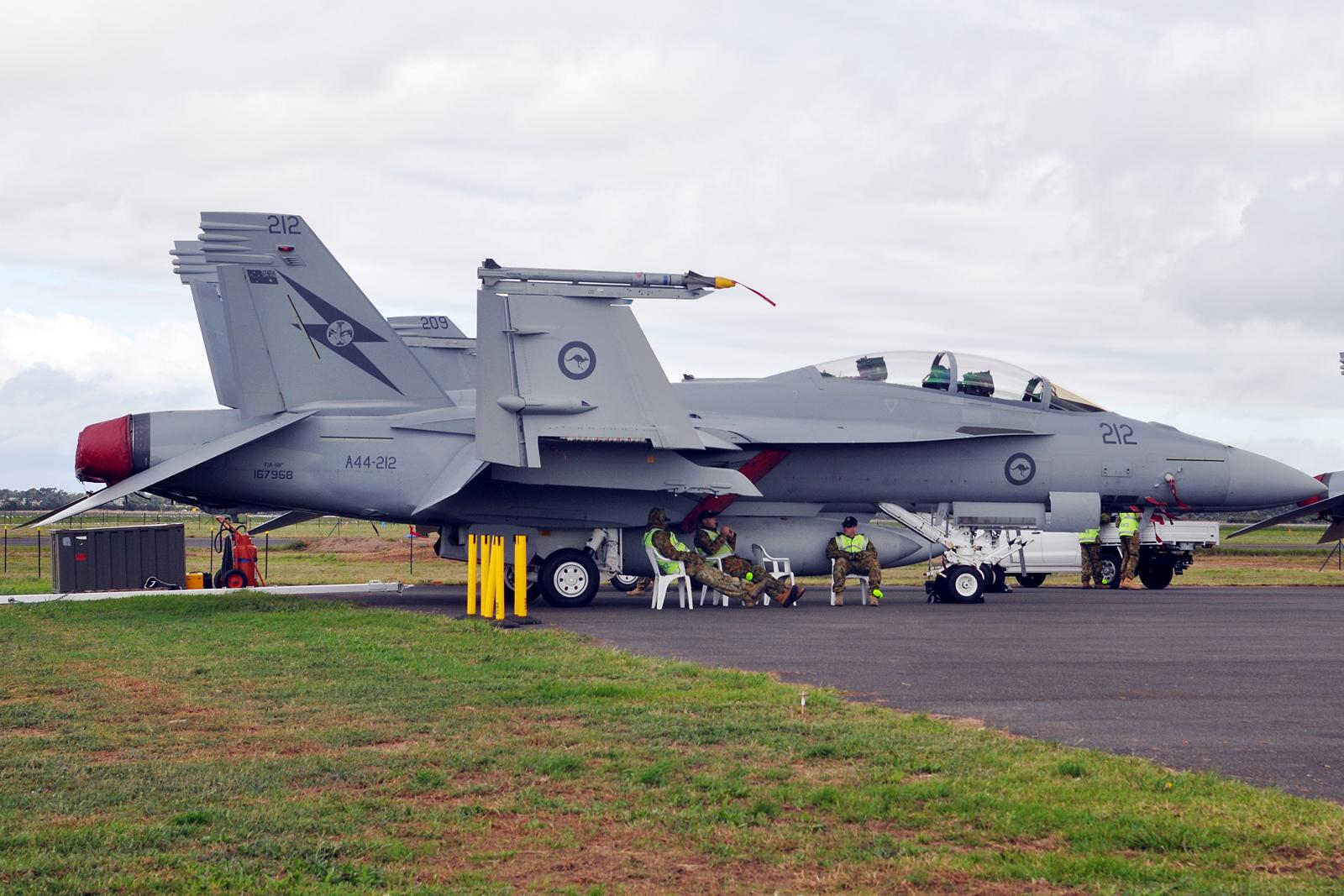 A44-212_Boeing_F-A-18F_Super_Hornet_RAAF_%286486030169%29.jpg