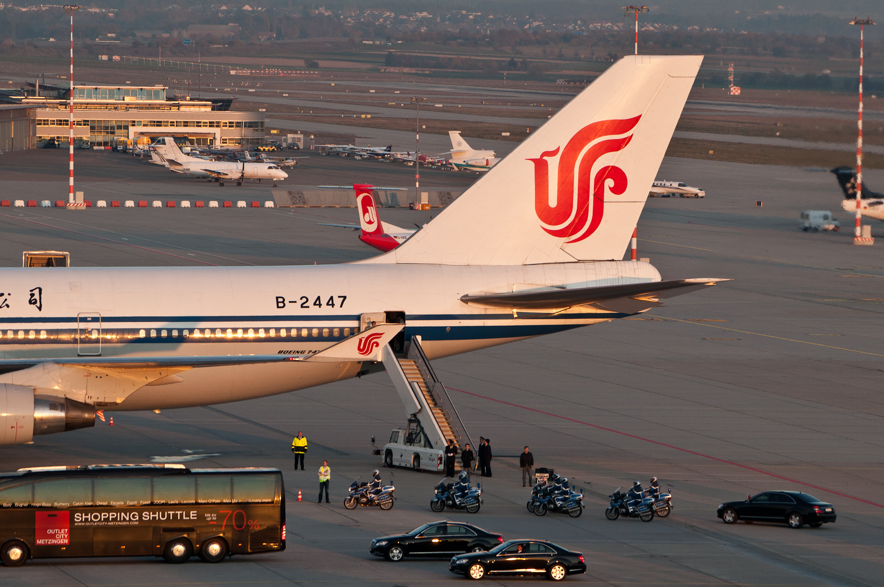File:Air Chine B747-4J6 B-2447 EDDS 08.jpg