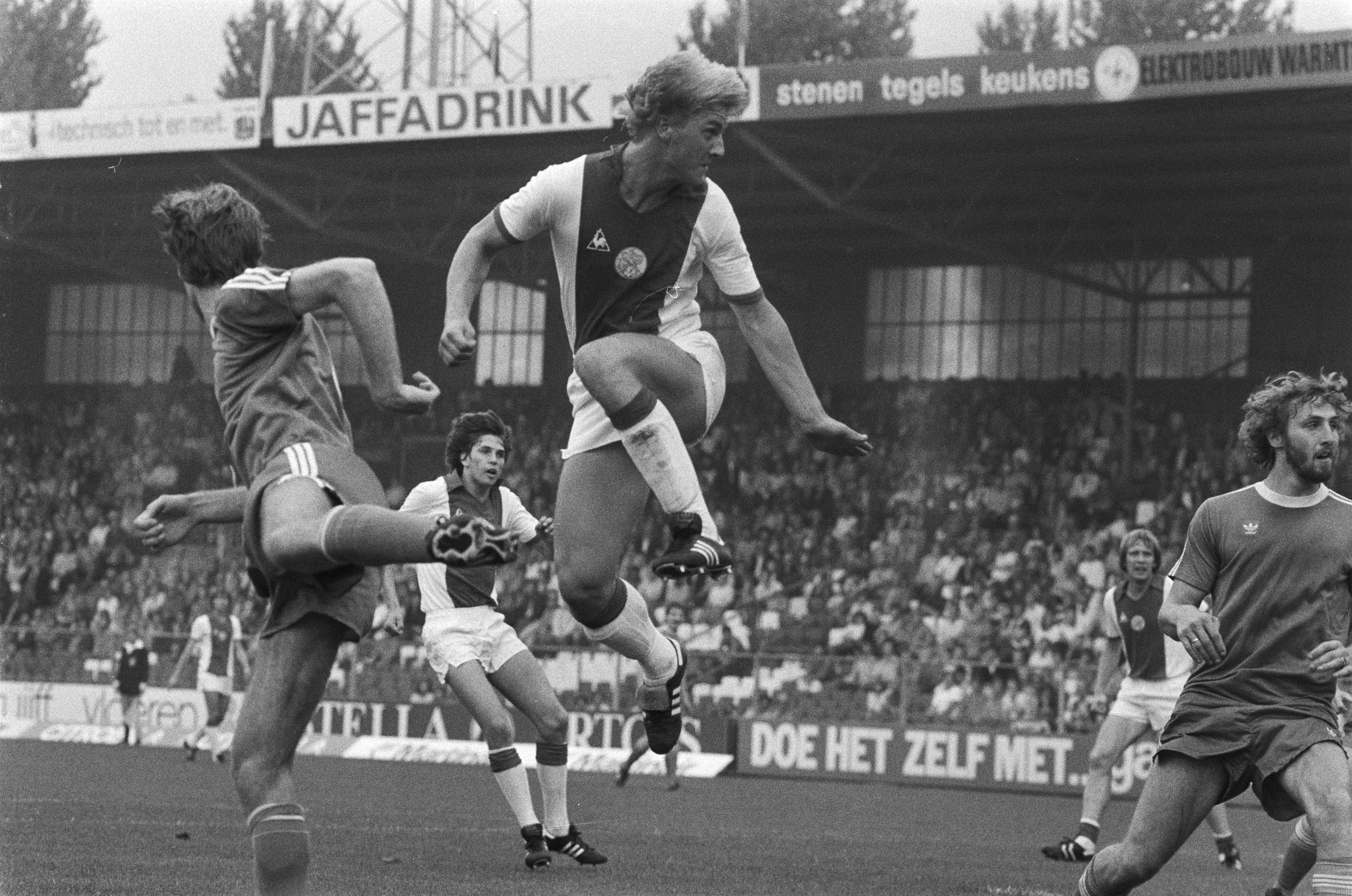 ملف:Ajax tegen FC Groningen 5-1, Wim Kieft van Ajax in actie