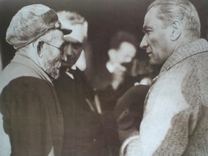 Dosya:Atatürk ve çiftçi.jpg - Vikipedi