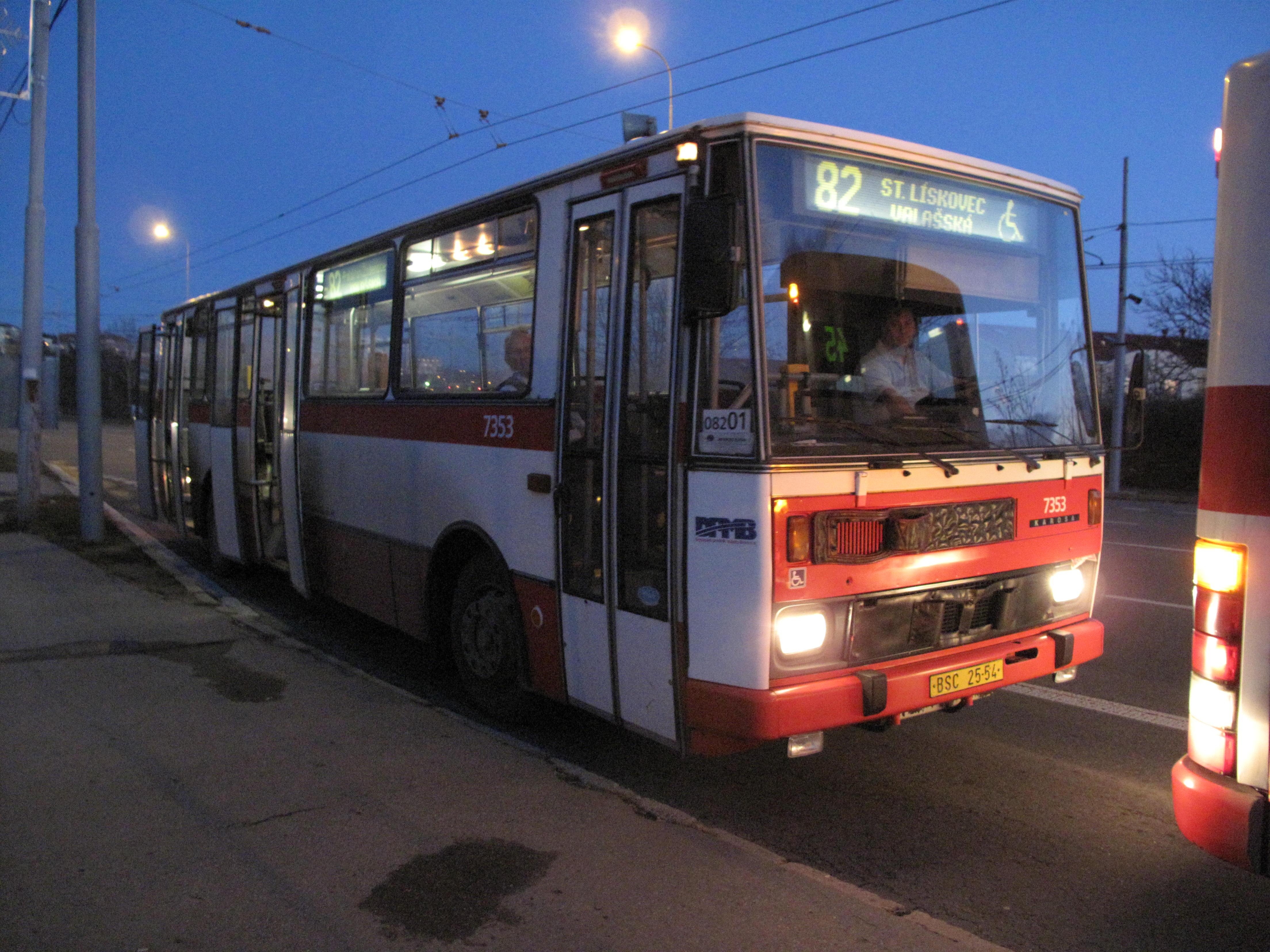 Autobus_na_lince_%C4%8D._82_na_Novol%C3%