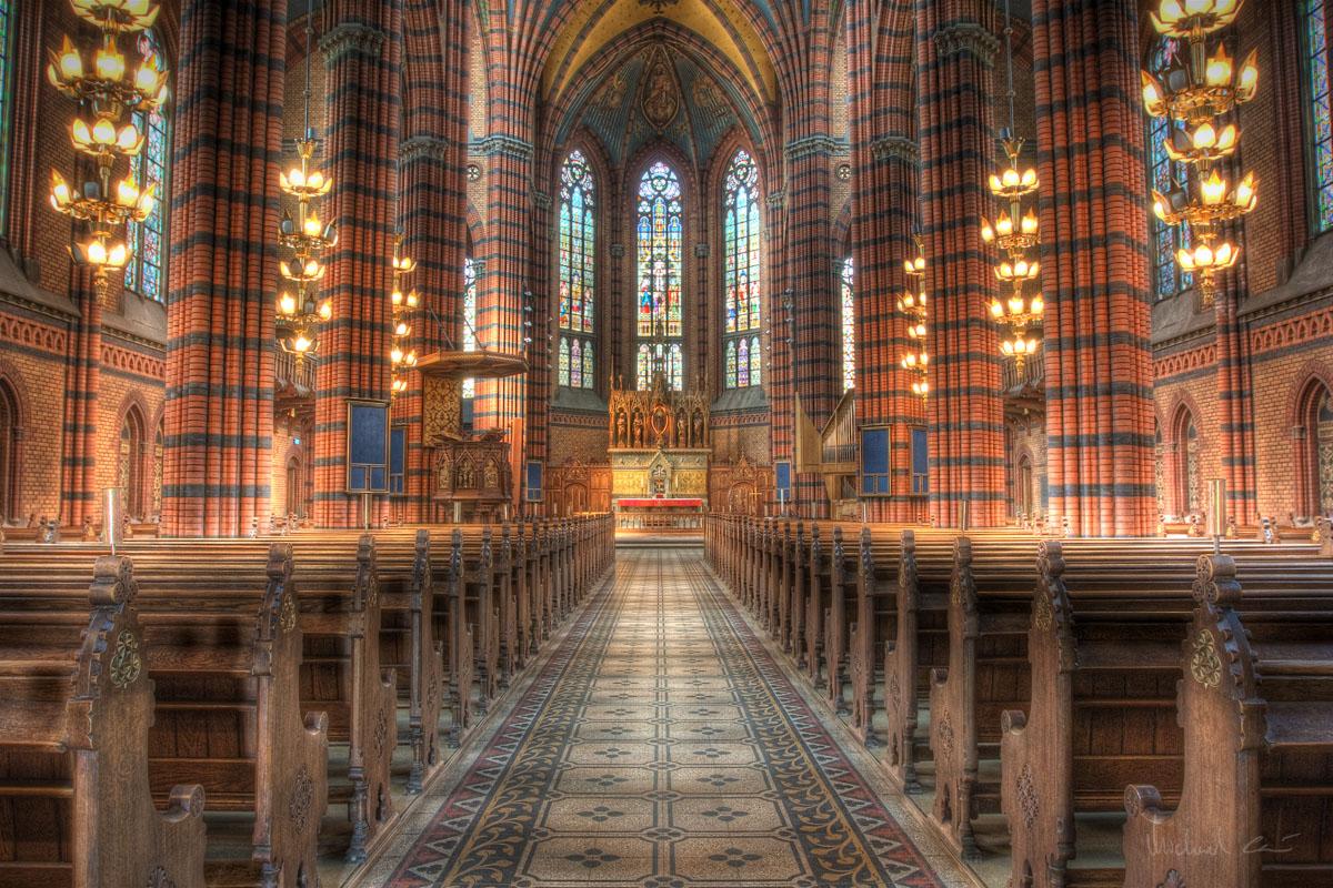 Beautiful_old_church_interior_%283747225510%29.jpg