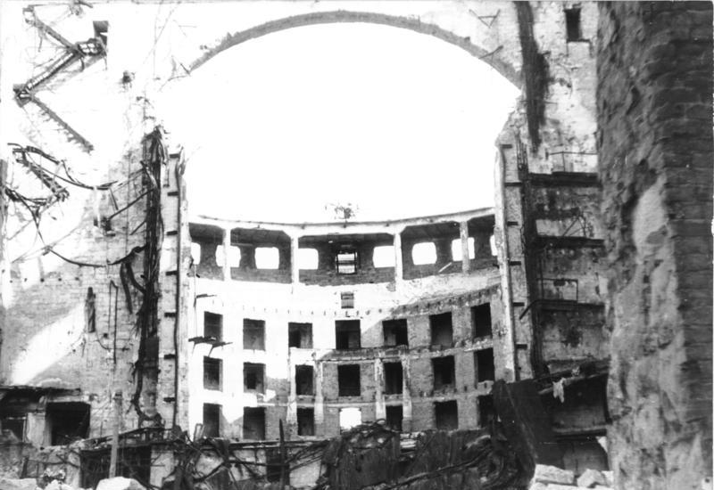 Bundesarchiv Bild 183-1985-0117-031, Dresden, zerstörte Semperoper.jpg