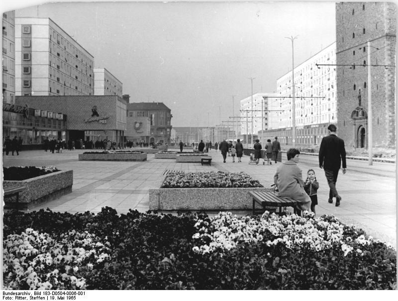 File:Bundesarchiv Bild 183-D0504-0006-001, Magdeburg, Karl-Marx-Straße ...