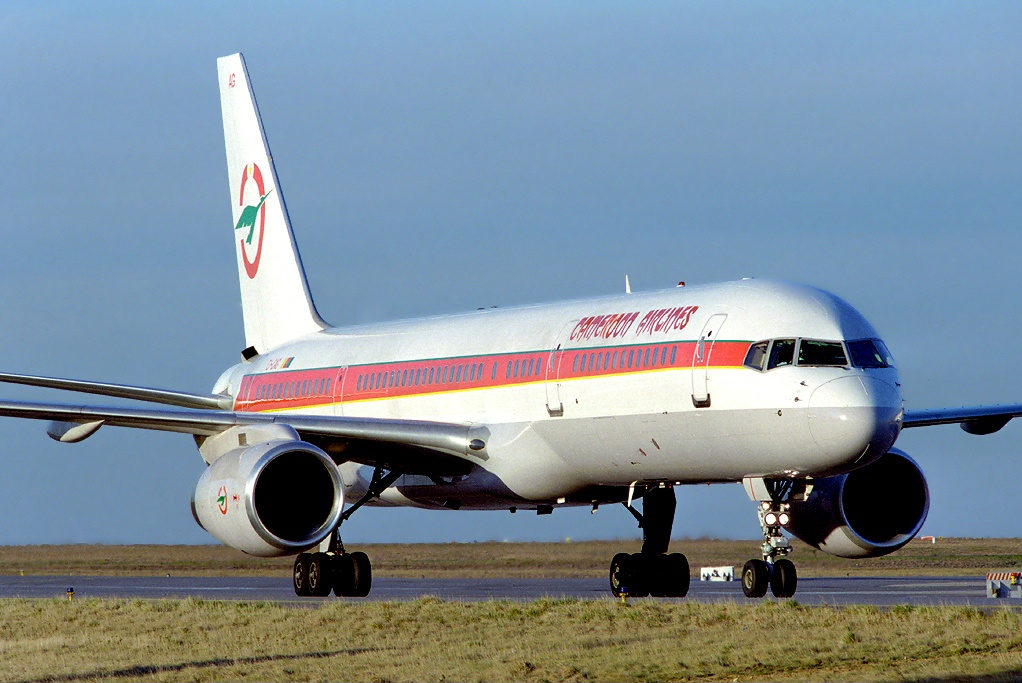 file:cameroon airlines boeing 757-200 tj-cag cdg 2002-10-8 png