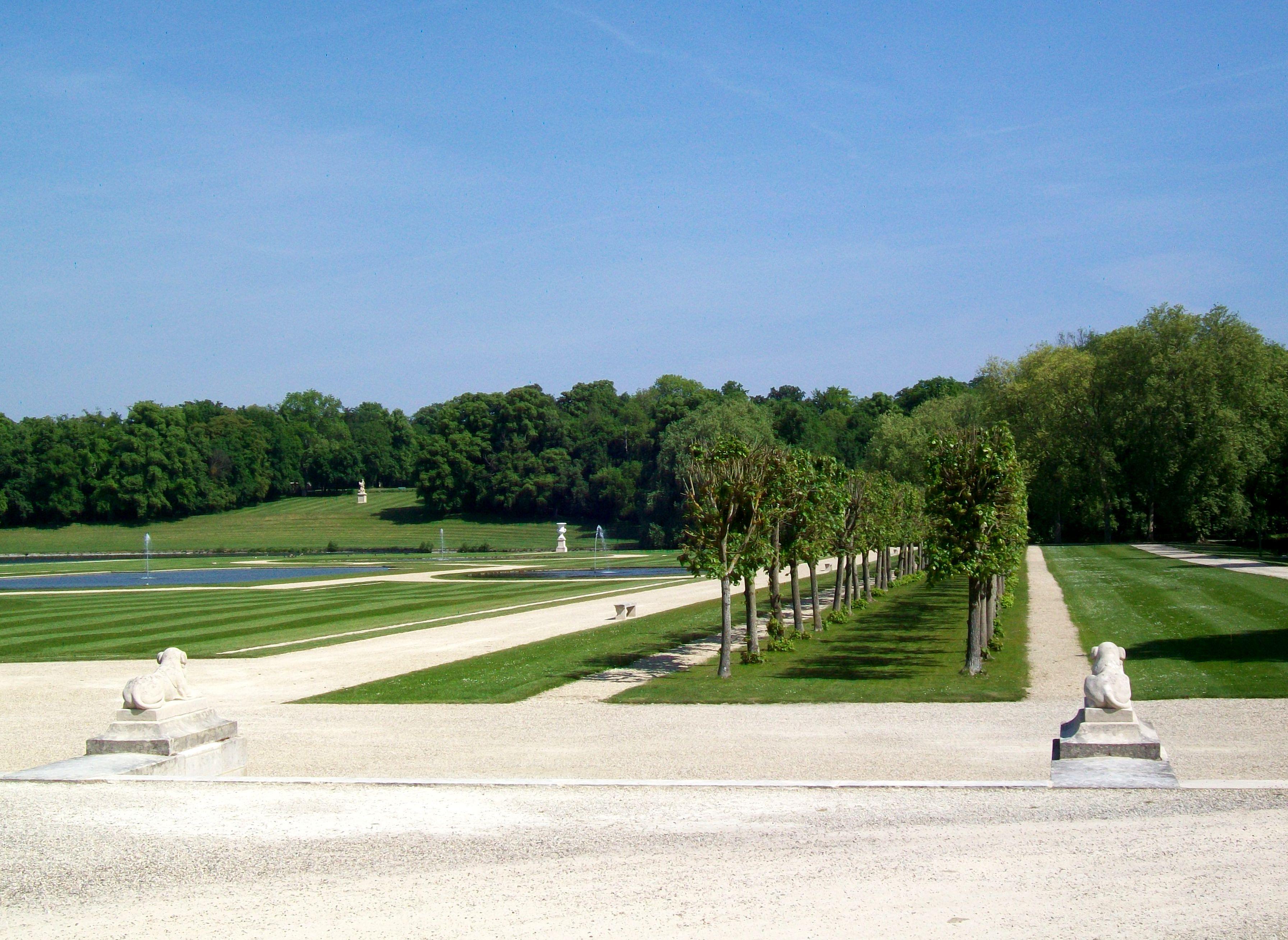File ch teau de chantilly jardin la fran aise all e for Jardin 0 la francaise