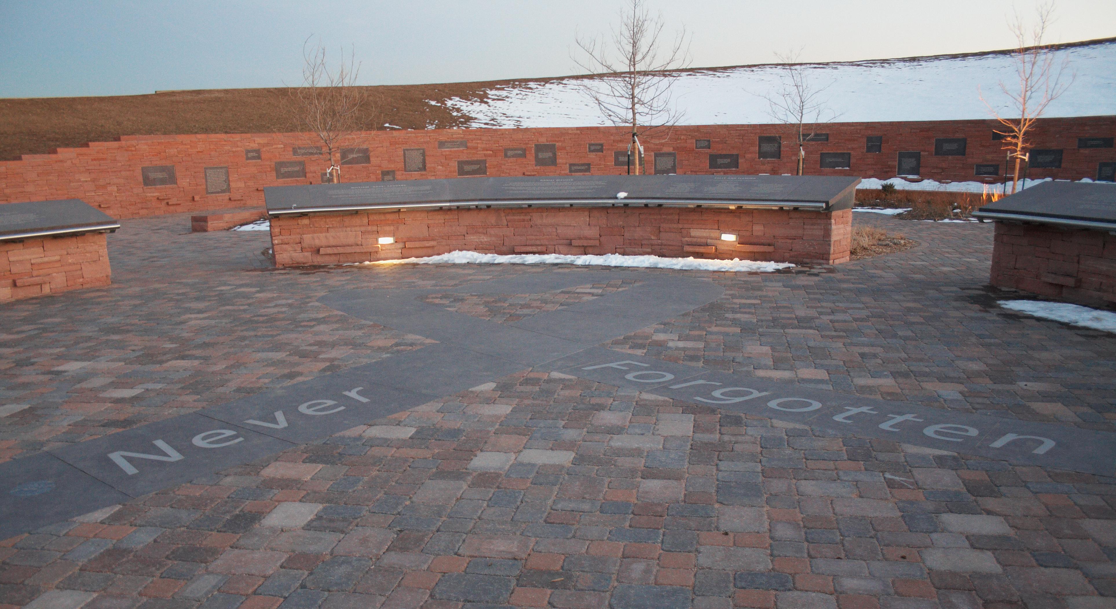 File:Columbine memorial.png