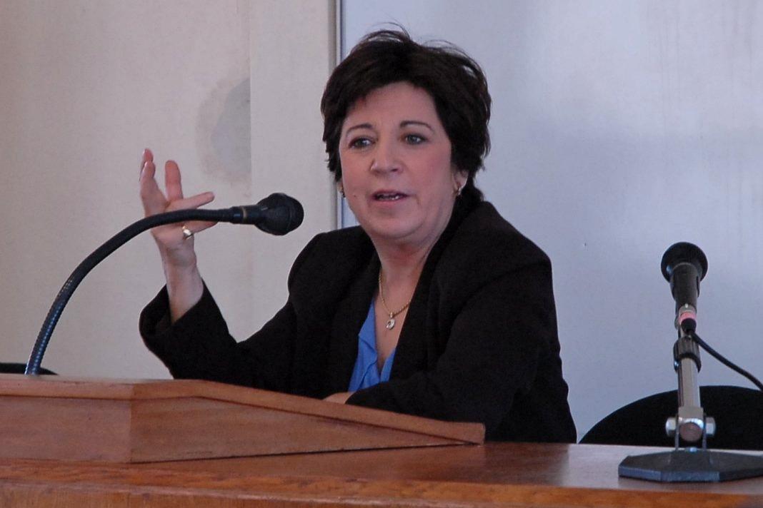 Η ευρωβουλευτής Corinne Lepage ήταν υπουργός Περιβάλλοντος στην κυβέρνηση του Alain Juppé (1995–1997)