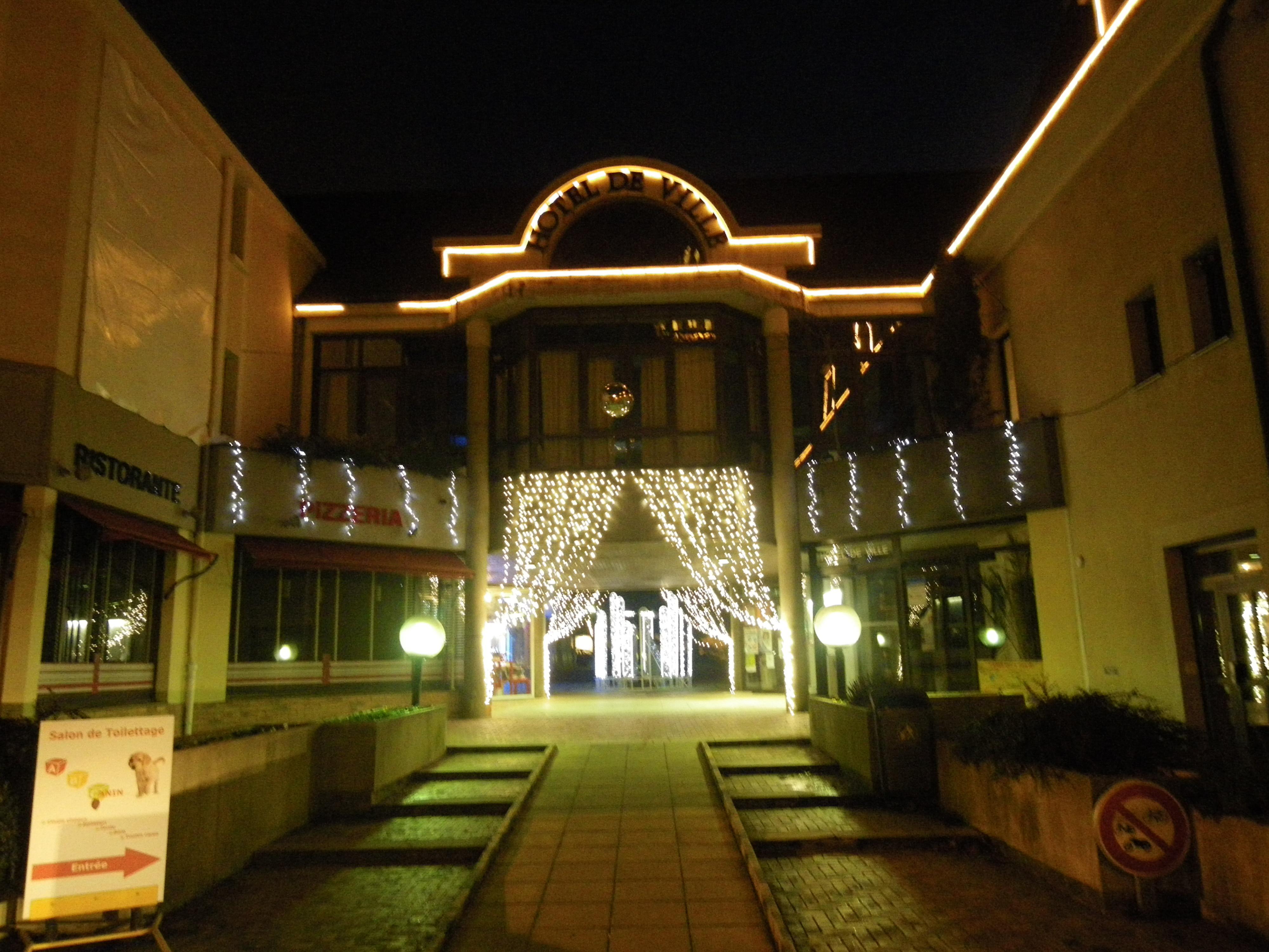 File Decoration De Noel A La Mairie De Noyal Sur Vilaine Panoramio Jpg Wikimedia Commons