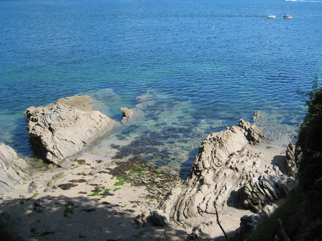 Dipping strata on the foreshore near Bosahan Cove - geograph.org.uk - 890408