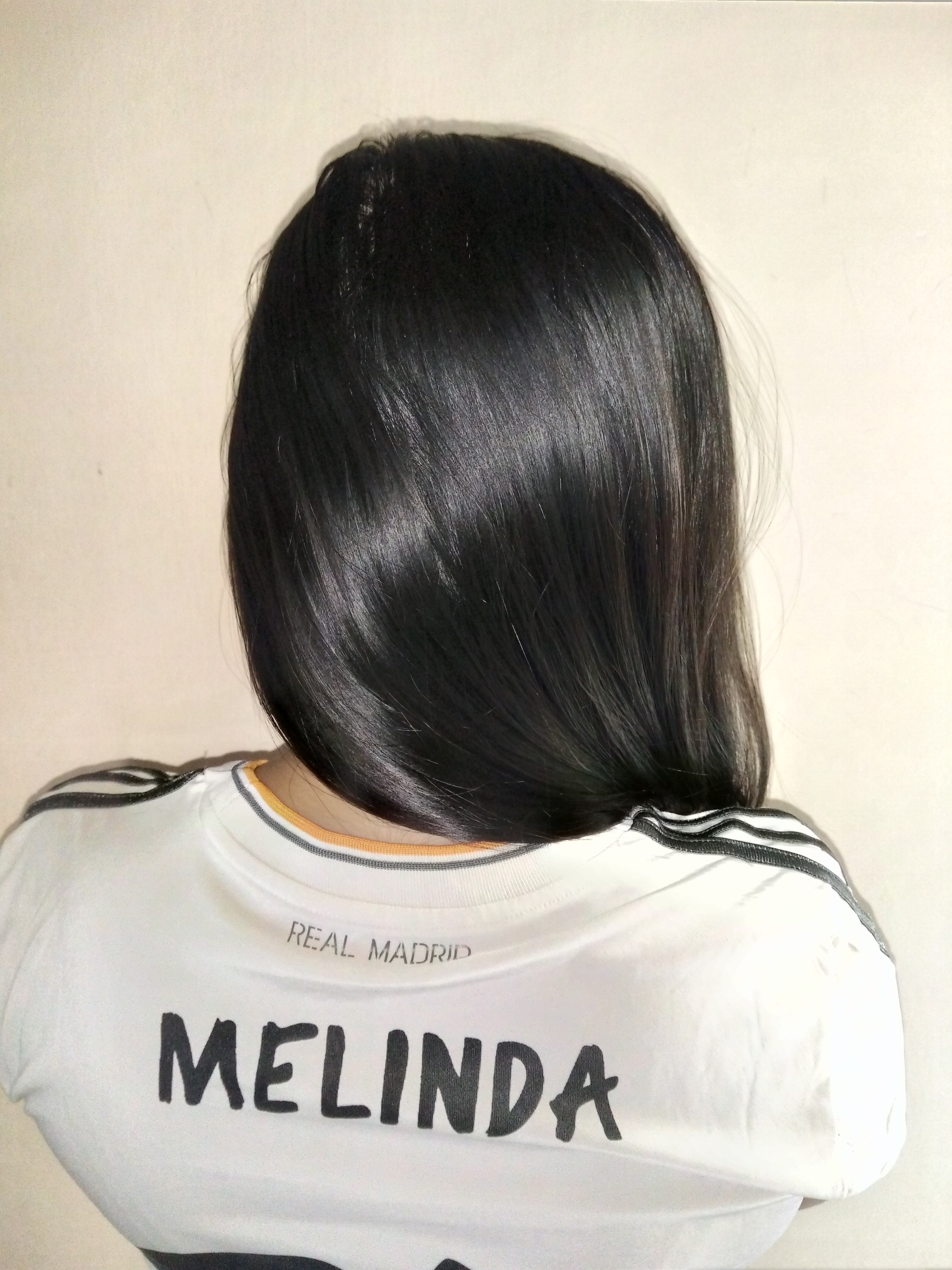 File:Girl with shiny black hair, rear view.jpg - Wikimedia ...