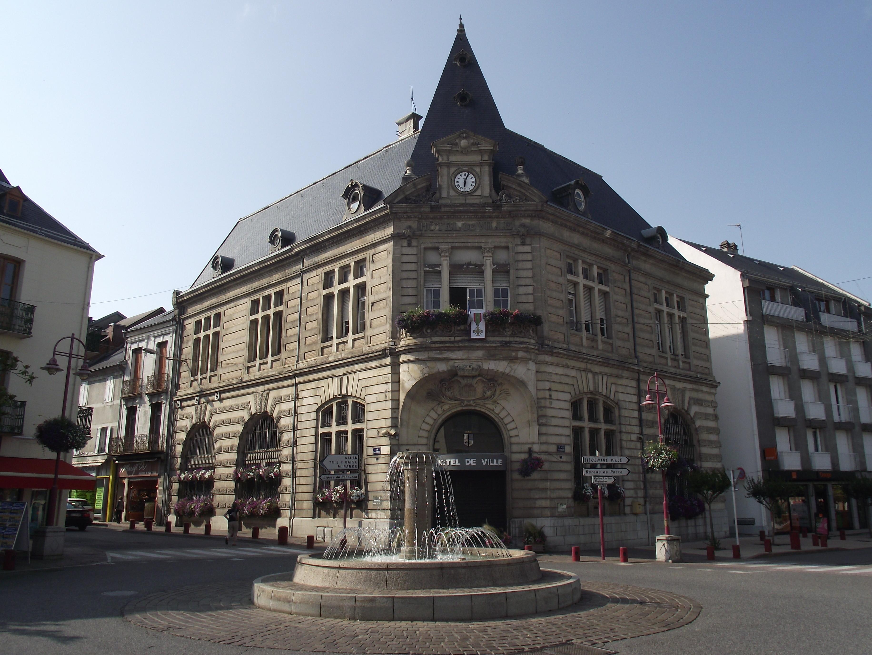 H%C3%B4tel_de_ville_de_Lannemezan_(Hautes-Pyr%C3%A9n%C3%A9es,_France).jpg