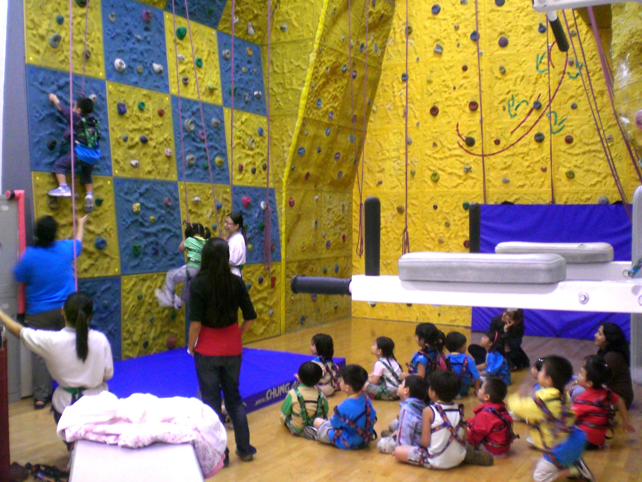 File:HK YMCA TST Club Sport Climbing Wall 4 Children 3 a.jpg ...