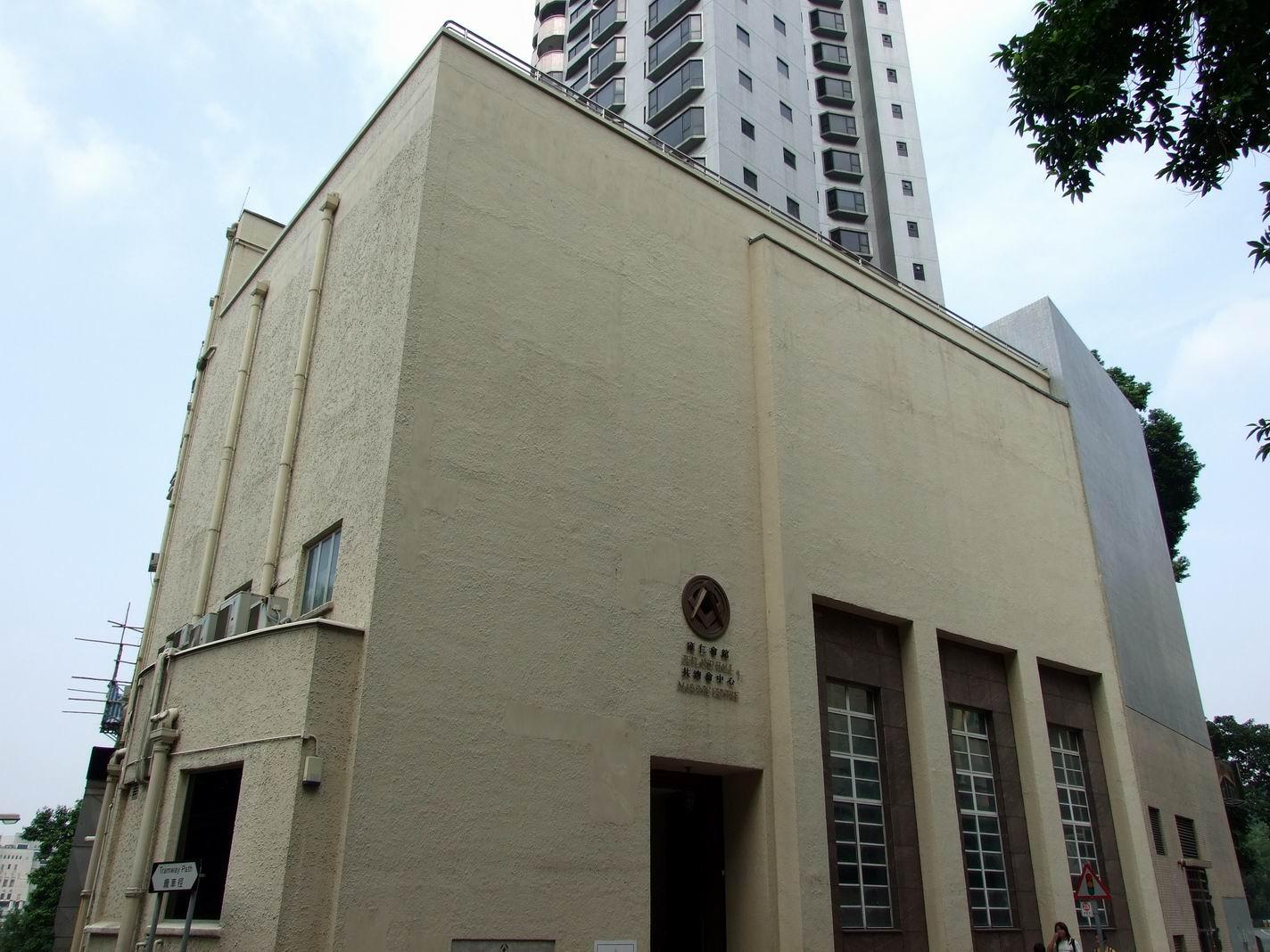 香港雍仁會館──共濟會香港活動地,注意門上方的共濟會標誌