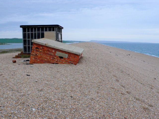Huts on Chesil Beach - geograph.org.uk - 1286396