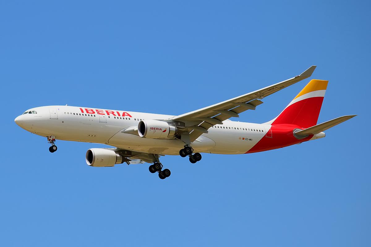 File:Iberia Airbus A330-202 EC-MKI jpg - Wikimedia Commons