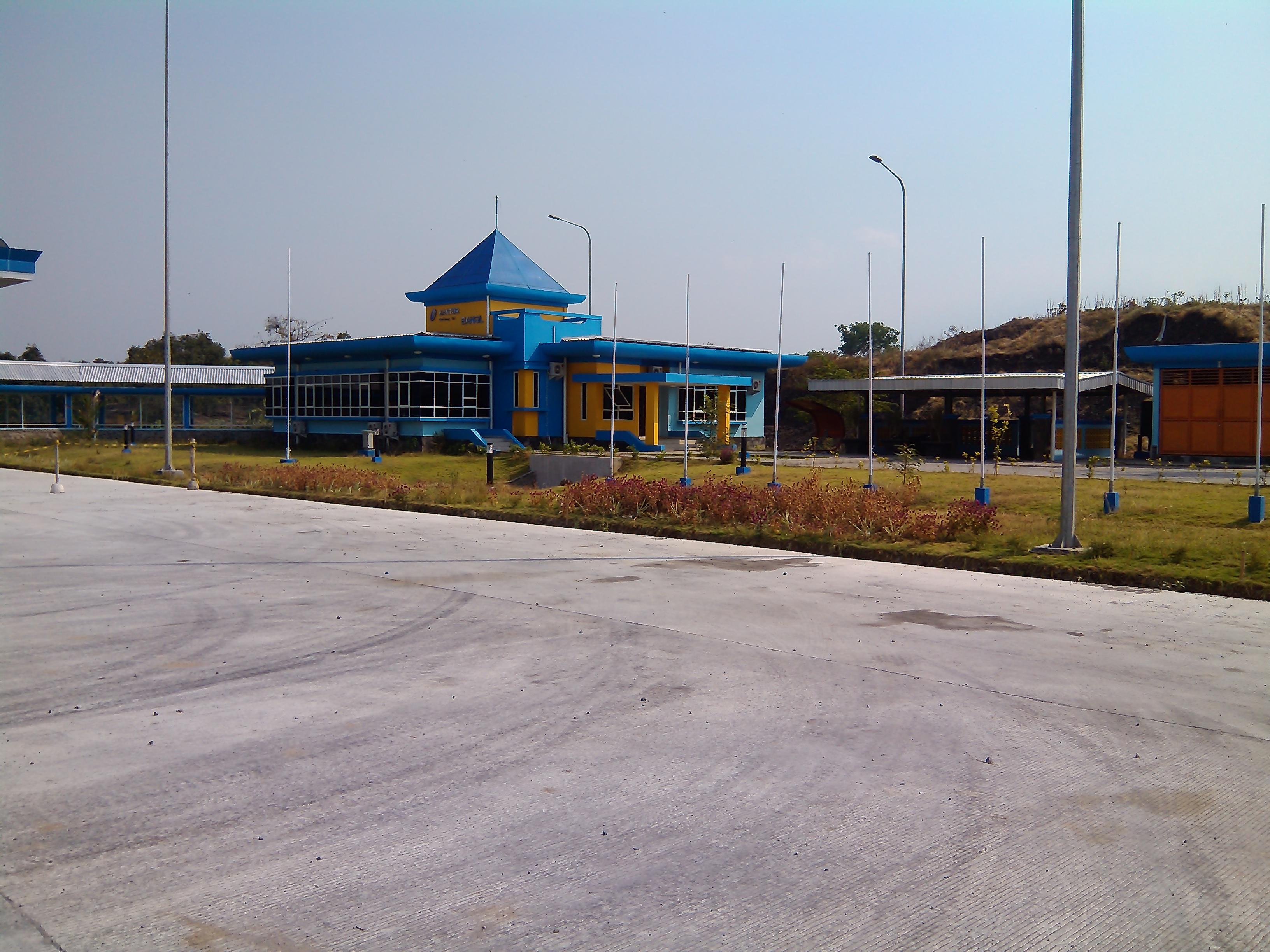 File:Kantor Jalan Tol di Bangil dekat gerbang tol - panoramio.jpg