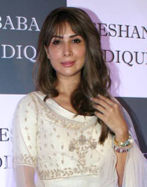 Kim Sharma at Baba Siddique 2019 Iftaar party.jpg