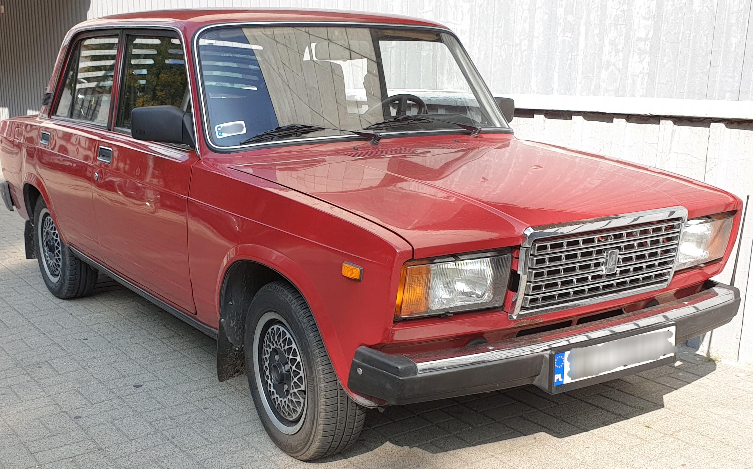 File:Lada 2107 (VAZ-2107) 01.jpg