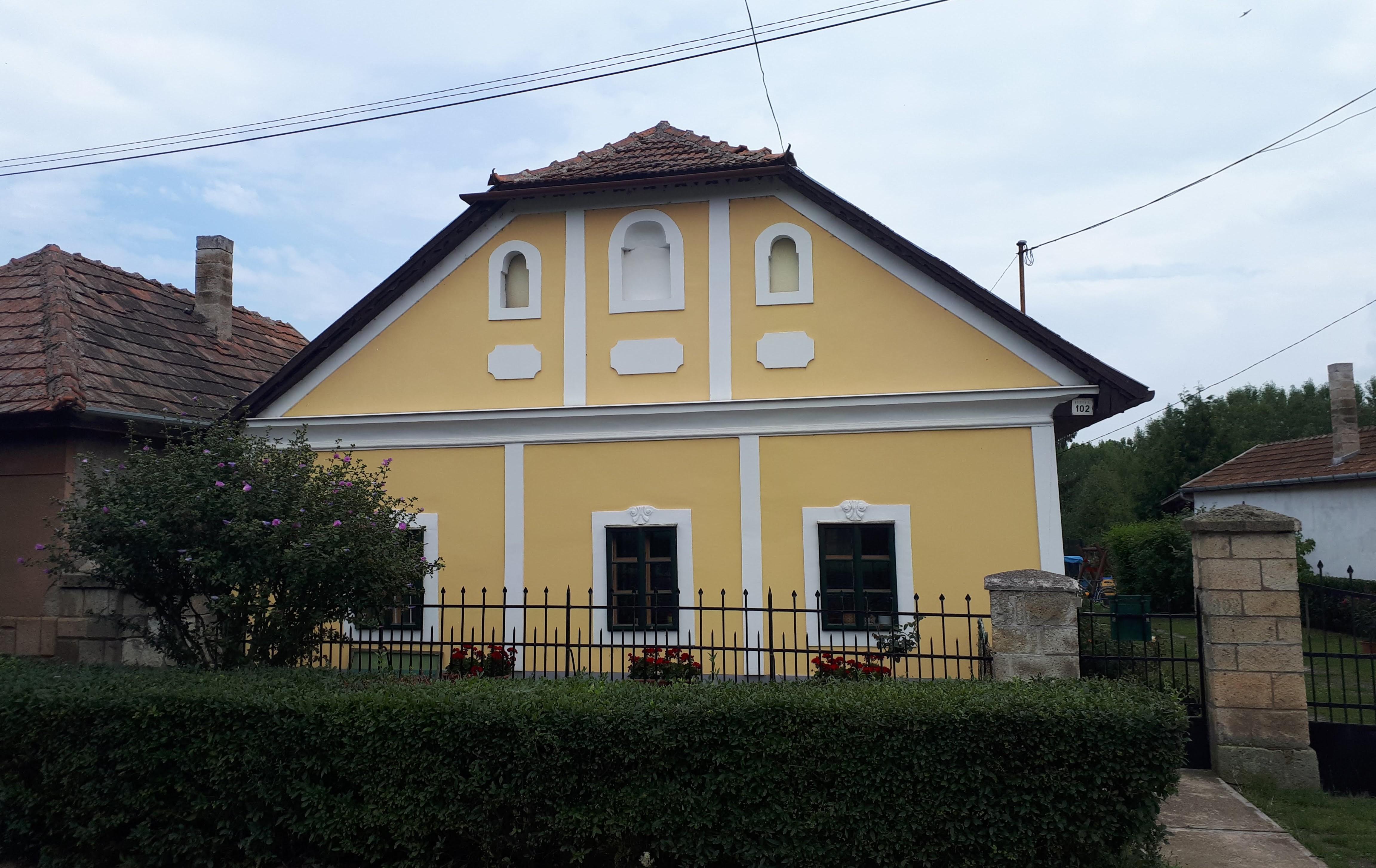 File:Lakóház Bodrogkeresztúron (2679. számú műemlék).jpg