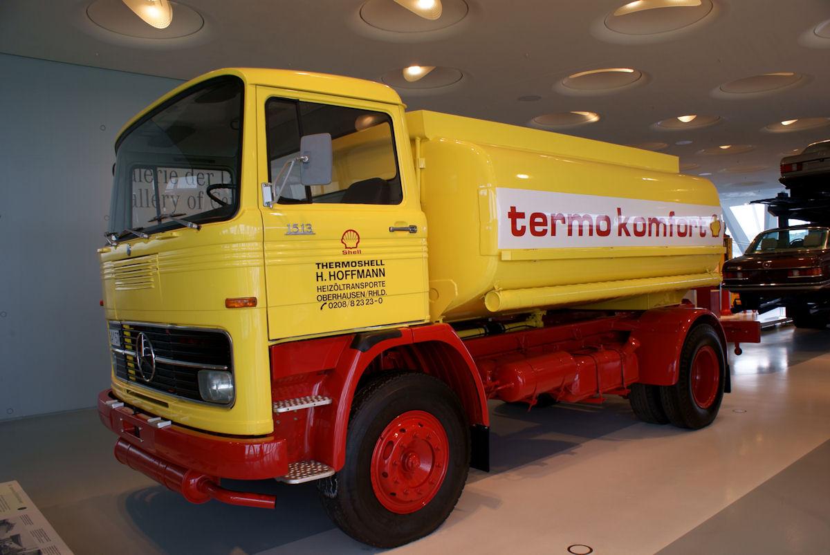 File:Mercedes-Benz LP 1513 1974 Heizöl-Tankwagen LSideFront MBMuse  9June2013 (14797044687