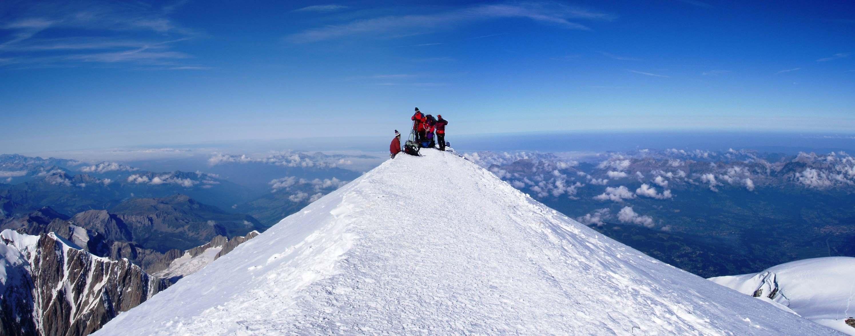 Haciendo cumbre en el Mont Blanc.