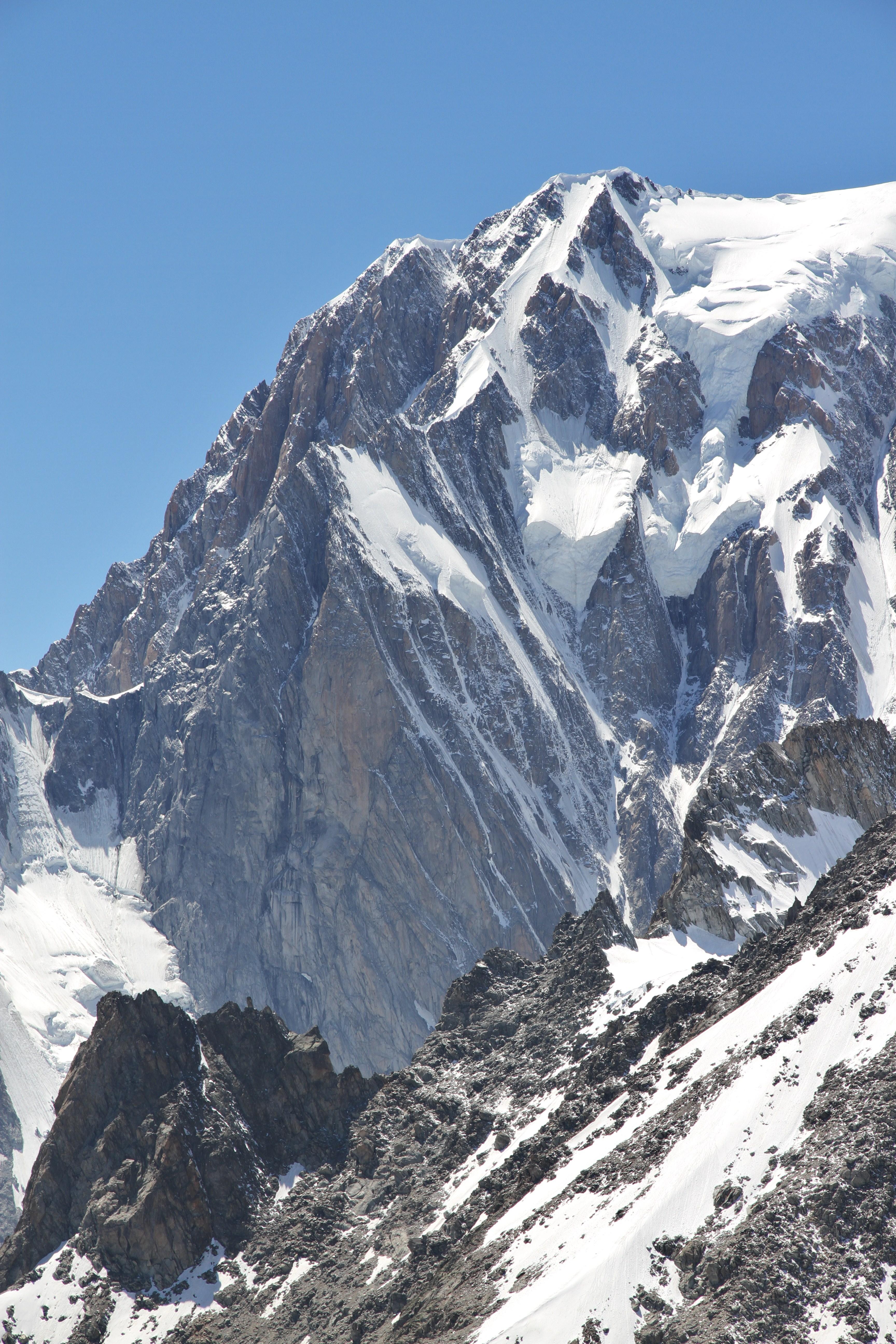Bertrand e Andrea Di Donato su Divine Providence Mont_Blanc_de_Courmayeur_from_Punta_Helbronner%2C_2010_July_3