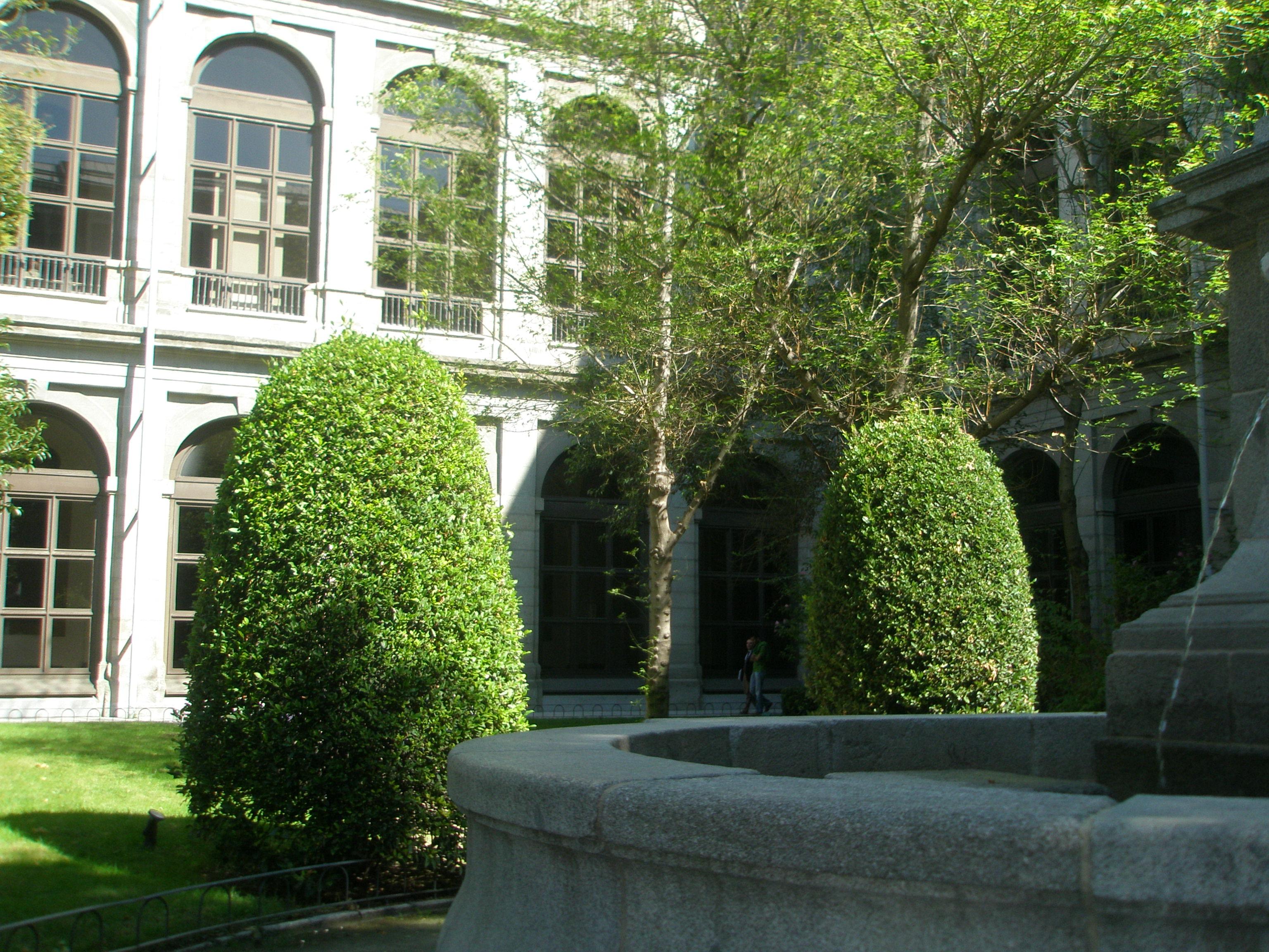 File museo reina sof a jard n edificio sabatini madrid for Jardines 29 madrid