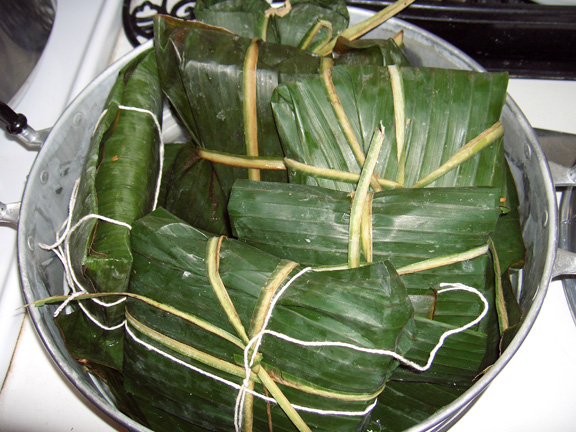 Tamales By Dr d12 (Own work) [GFDL (http://www.gnu.org/copyleft/fdl.html) or CC-BY-SA-3.0 (https://creativecommons.org/licenses/by-sa/3.0/)], via Wikimedia Commons