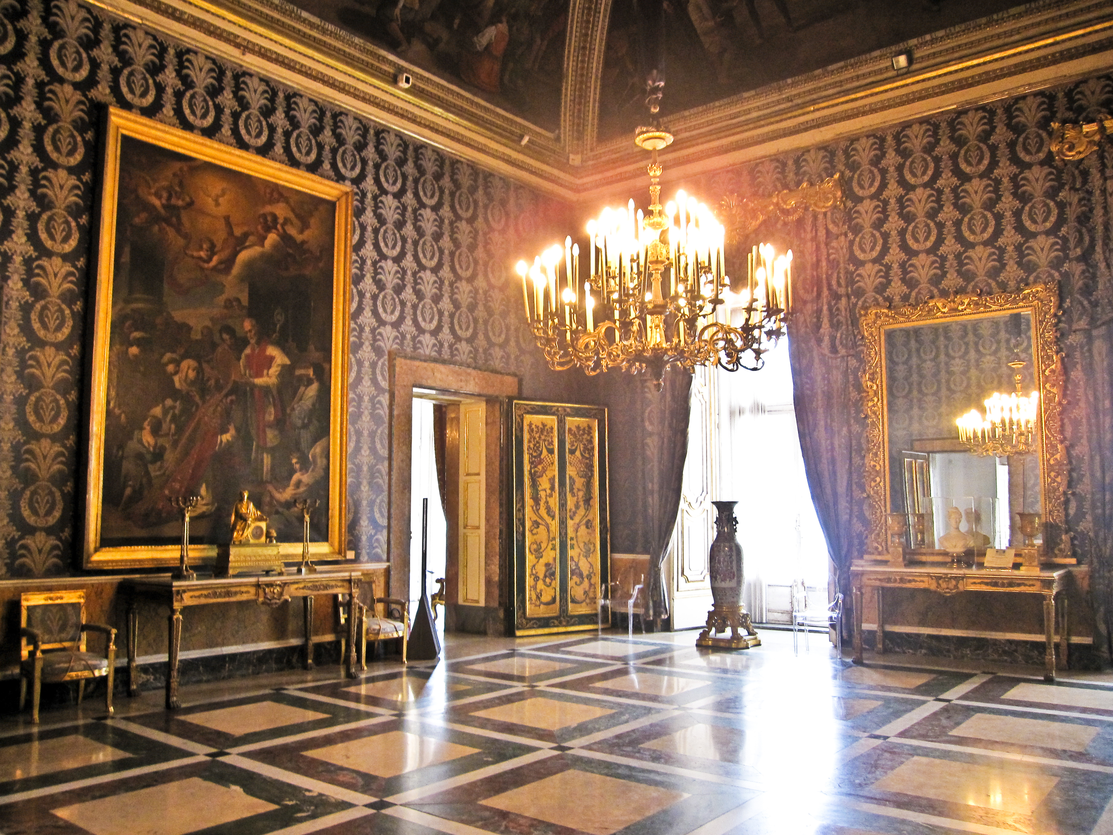 File napoli palazzo wikimedia commons for Interno kensington palace