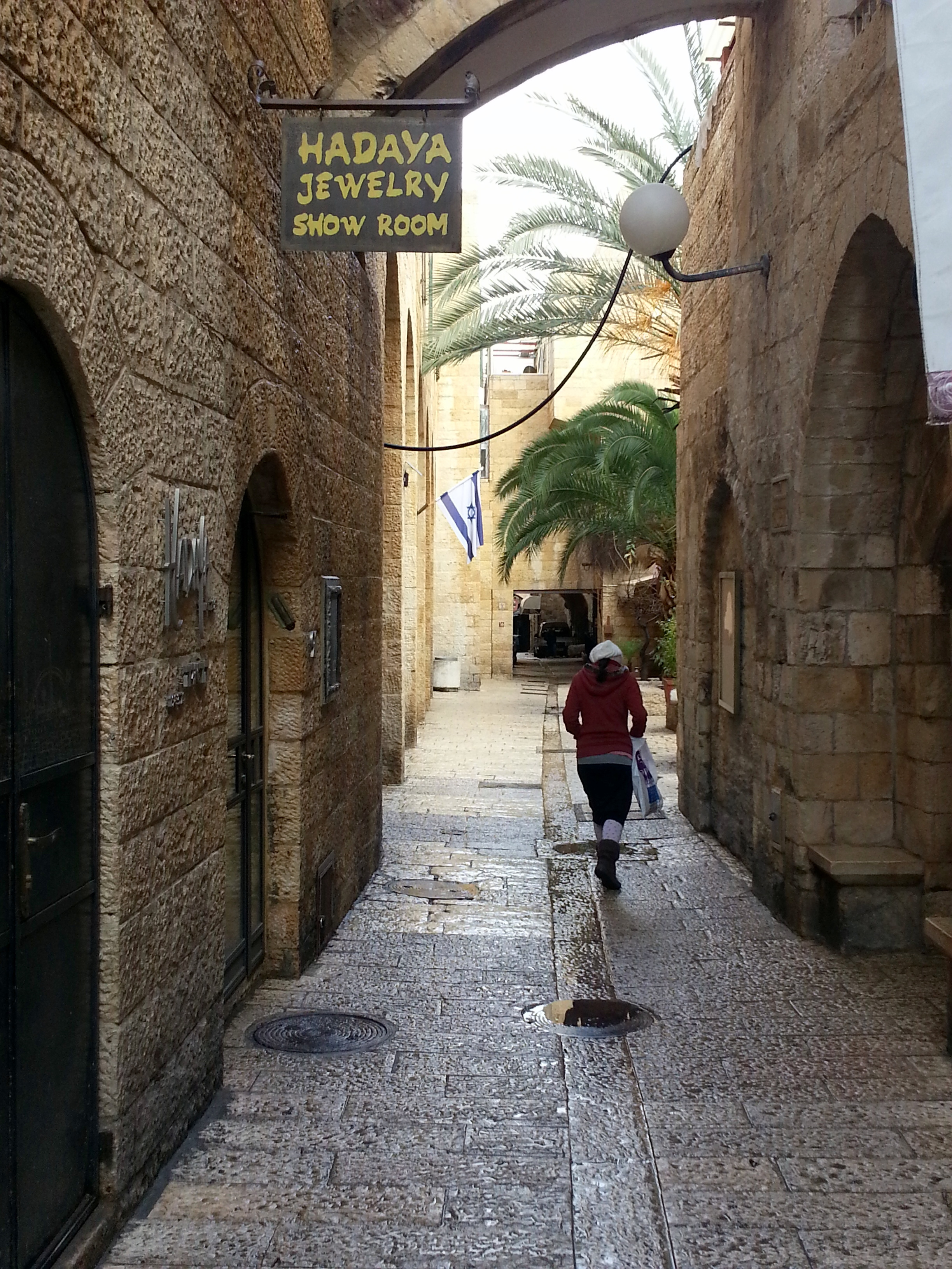 File:Old Jerusalem, Jewish Quarter road, Hadaya Jewelry 2013.jpg - Wikimedia ...