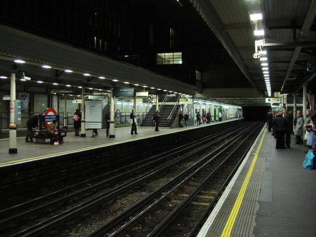 Platforms, High Street Kensington tube station - geograph.org.uk - 627406