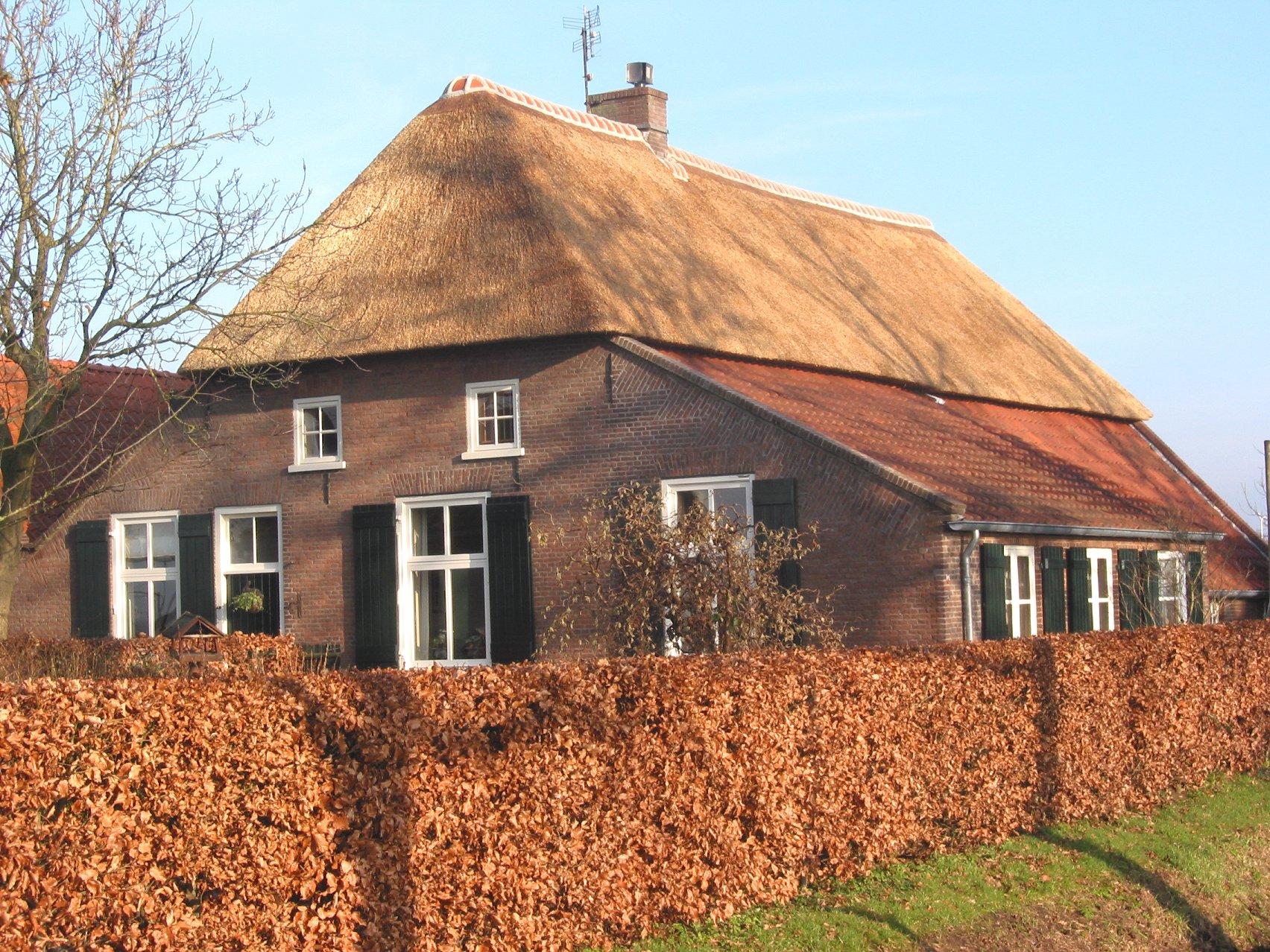 File rieten dak old wikimedia commons for Farm house netherlands