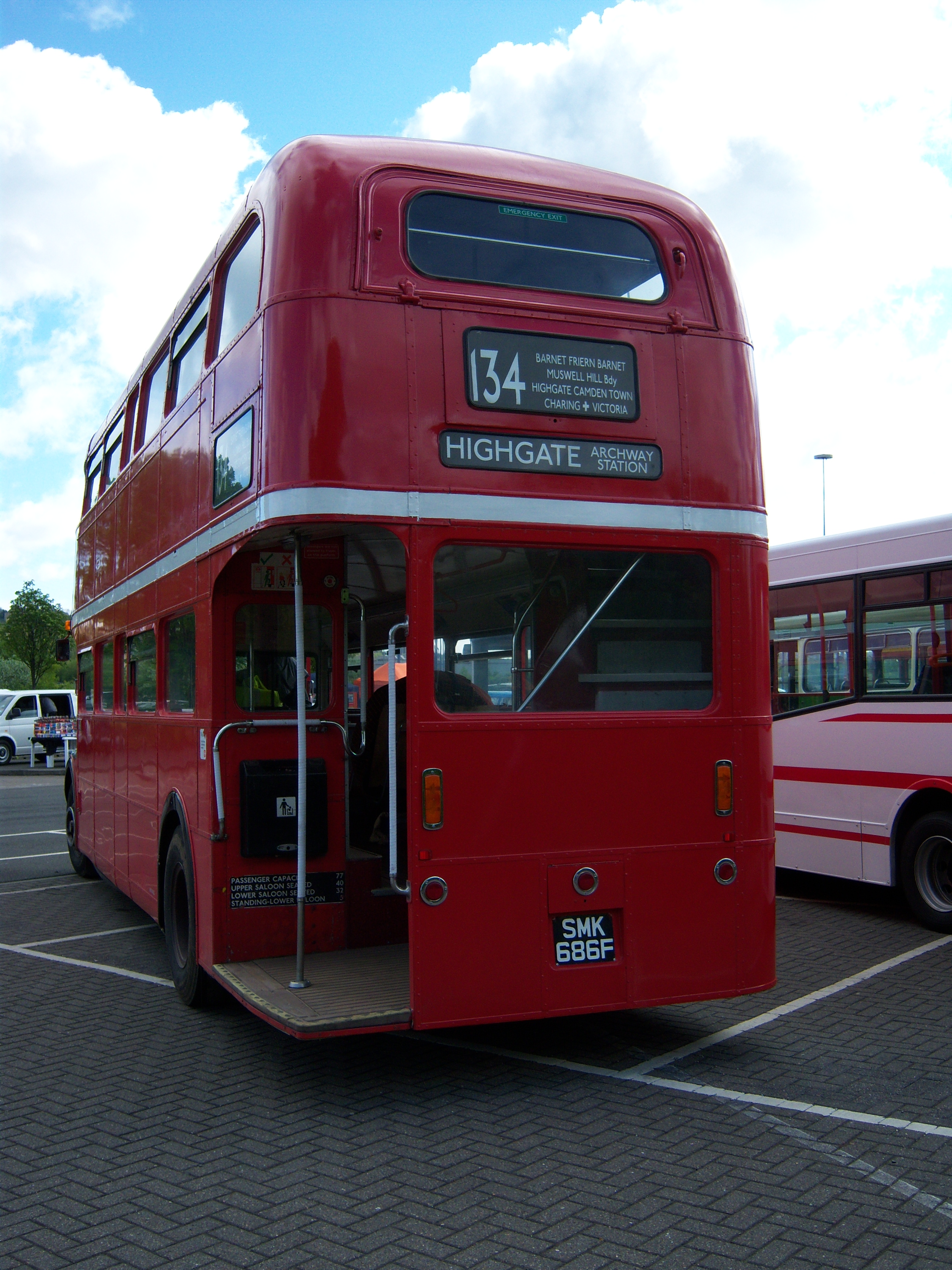 File:Routemaster bus RML 2686 Routemaster 50 livery SMK 686F Metrocentre  rally 2009 pic 12