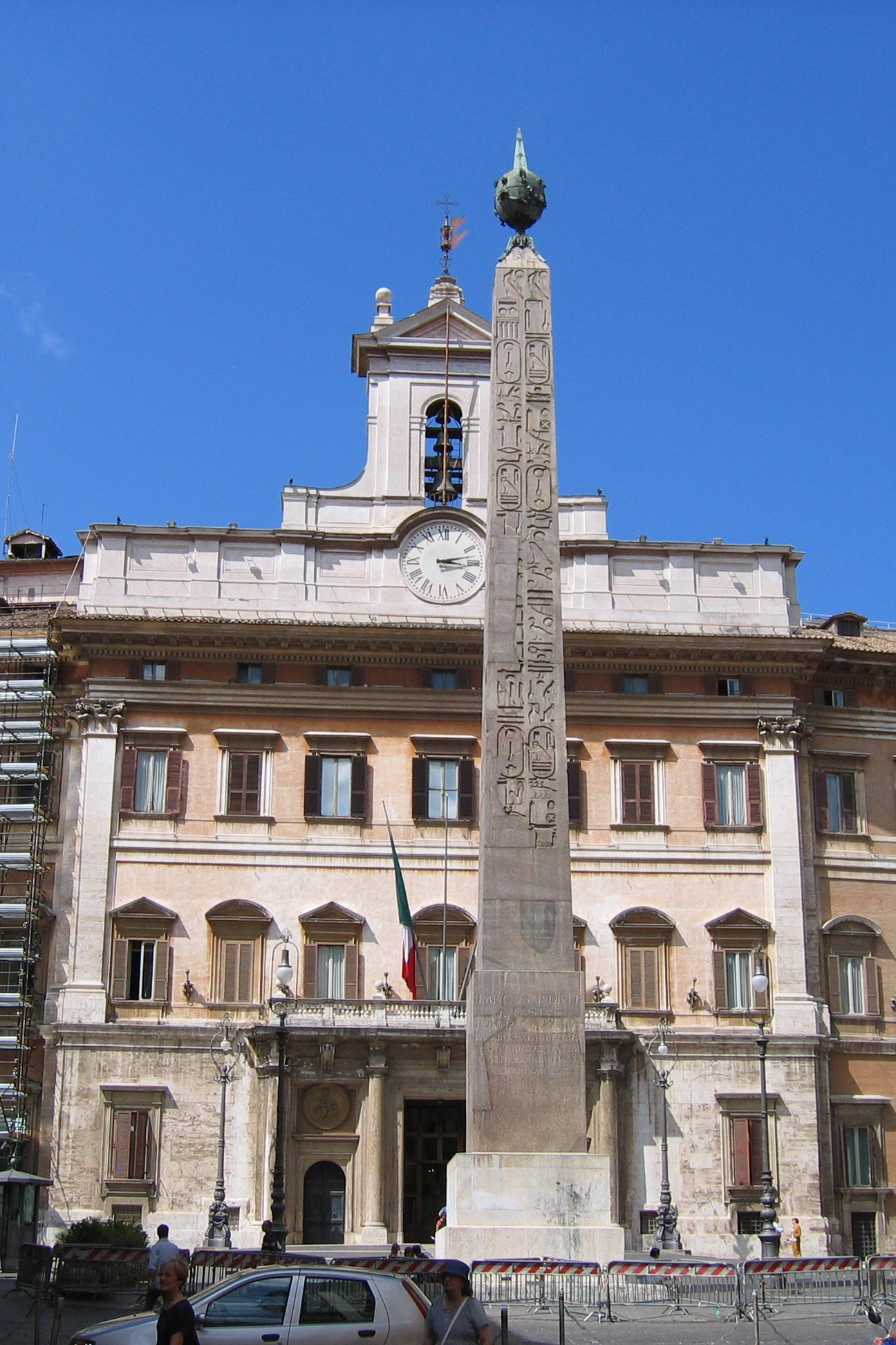 Obelisks rome and equestrian statue on pinterest for Piazza montecitorio 12
