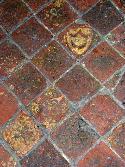File:St Andrew\'s church - medieval floor tiles - geograph.org.uk ...
