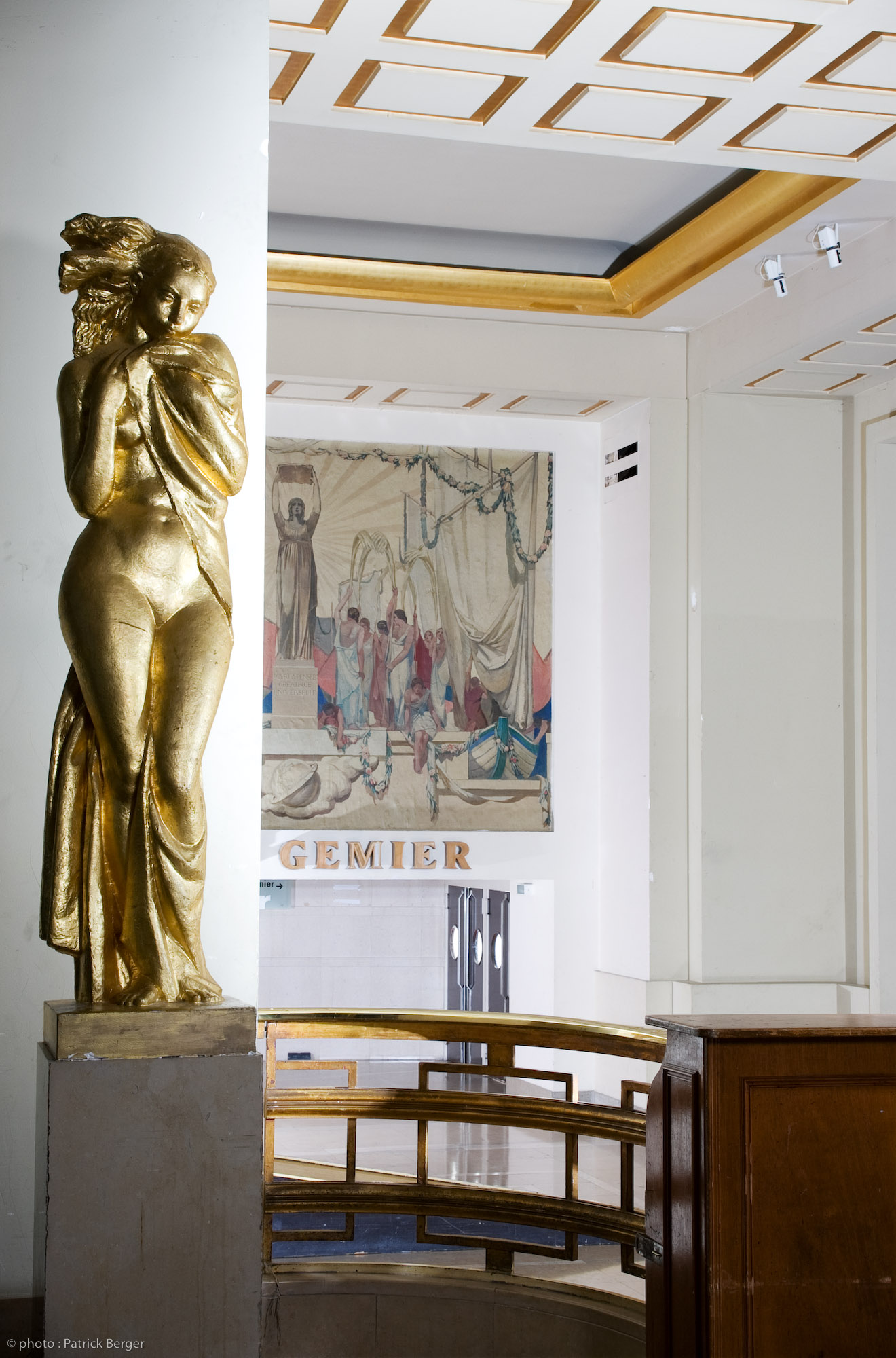 Grand Foyer Du Souss : File statue dans le grand foyer du thé tre national de