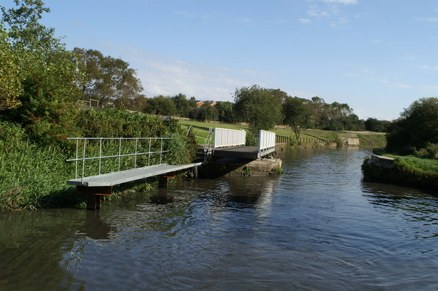 Swing bridge with landings, on the Leeds and Liverpool Canal near Appley Bridge - geograph.org.uk - 557537