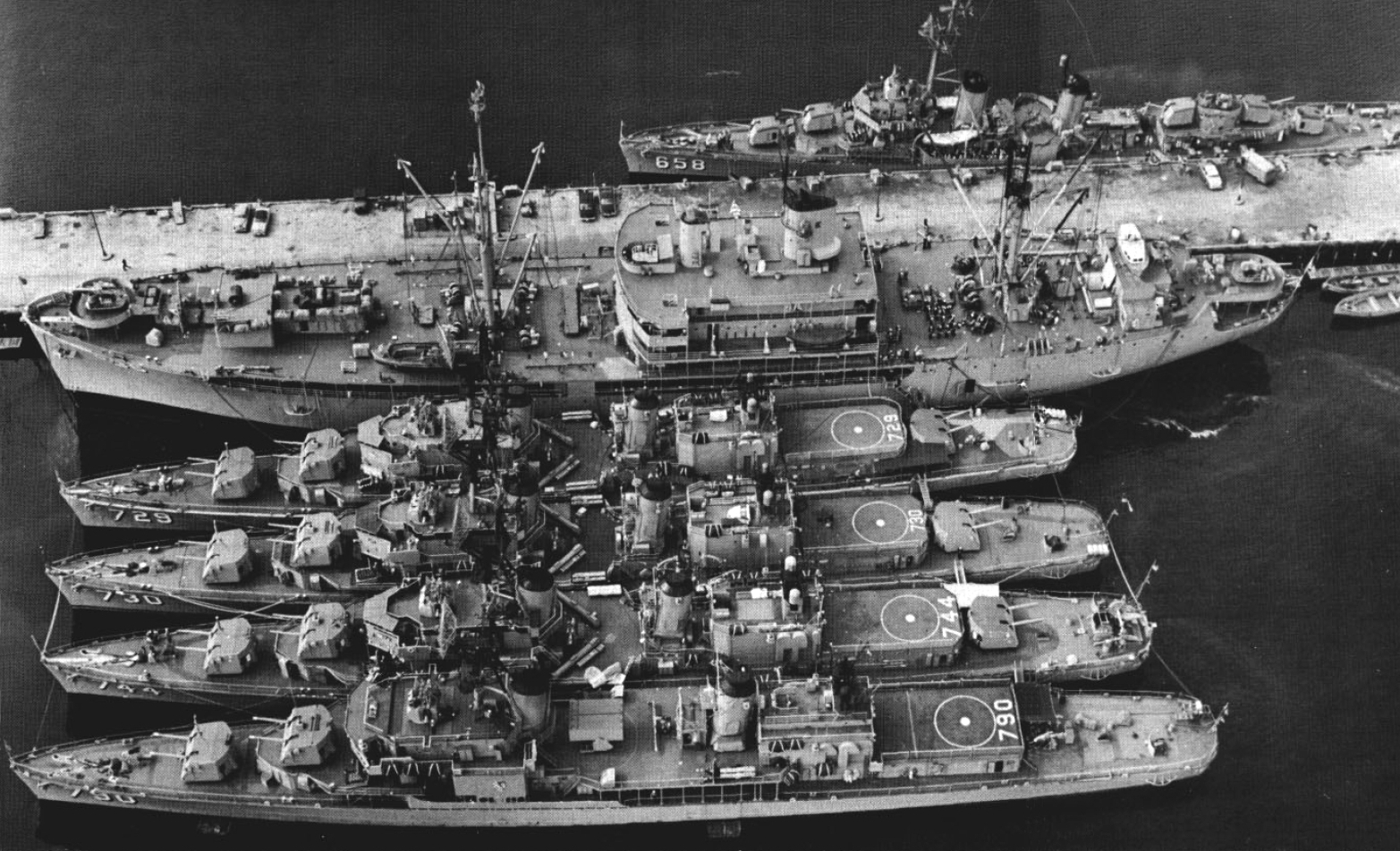 File:USS Bryce Canyon (AD-36) with destroyers at Terminal