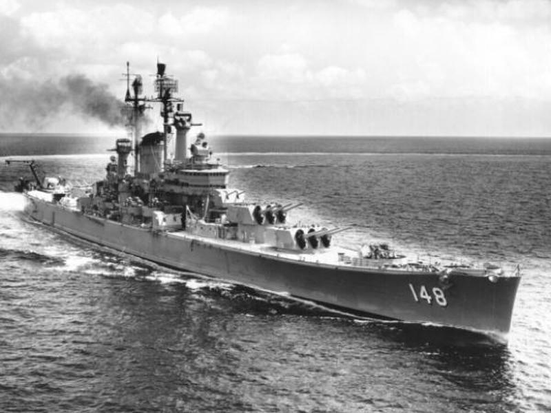 Bombe de 1000 à 0 (seulement en image) - Page 38 USS_Newport_News_(CA-148)_at_sea
