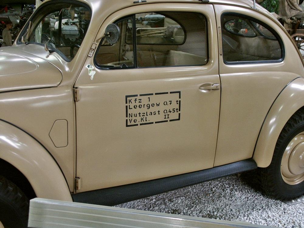 VW_%22K%C3%A4fer%22_82_E_Military_vehicle,_side.JPG