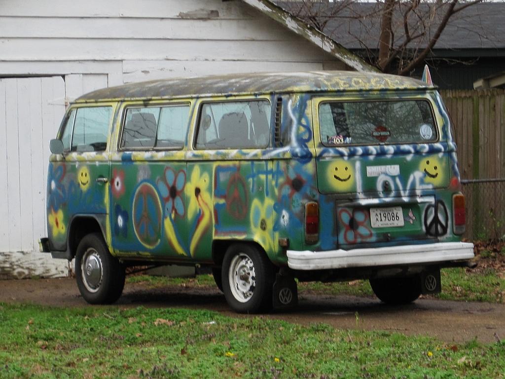 file vw hippie bus memphis tn 2013 03 31. Black Bedroom Furniture Sets. Home Design Ideas