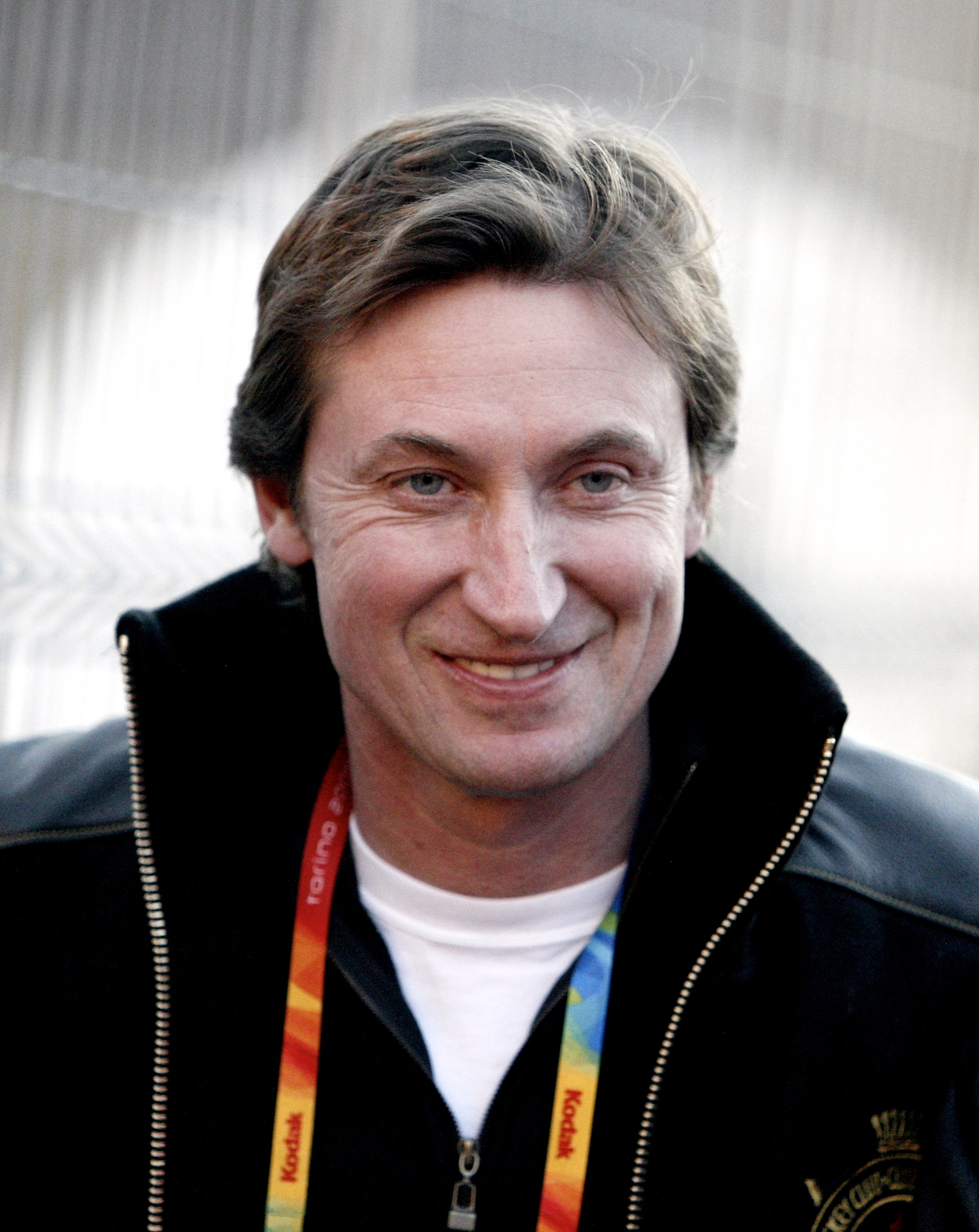 The 56-year old son of father (?) and mother(?), 183 cm tall Wayne Gretzky in 2018 photo