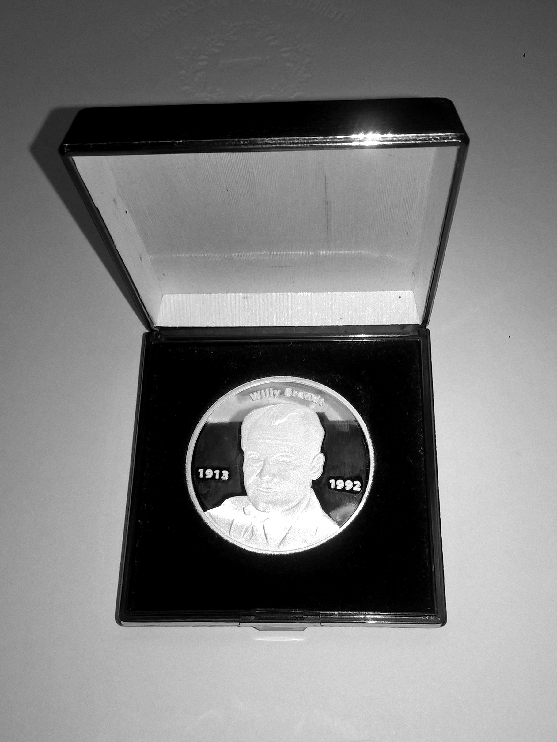 Willy-Brandt-Medaille.jpg