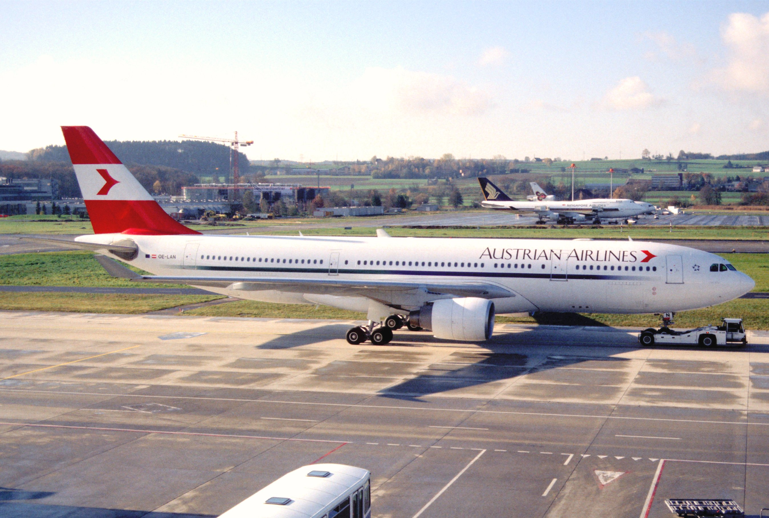 File:117aa - Austrian Airlines Airbus A330-223, OE-LAN@ZRH ... American Airlines