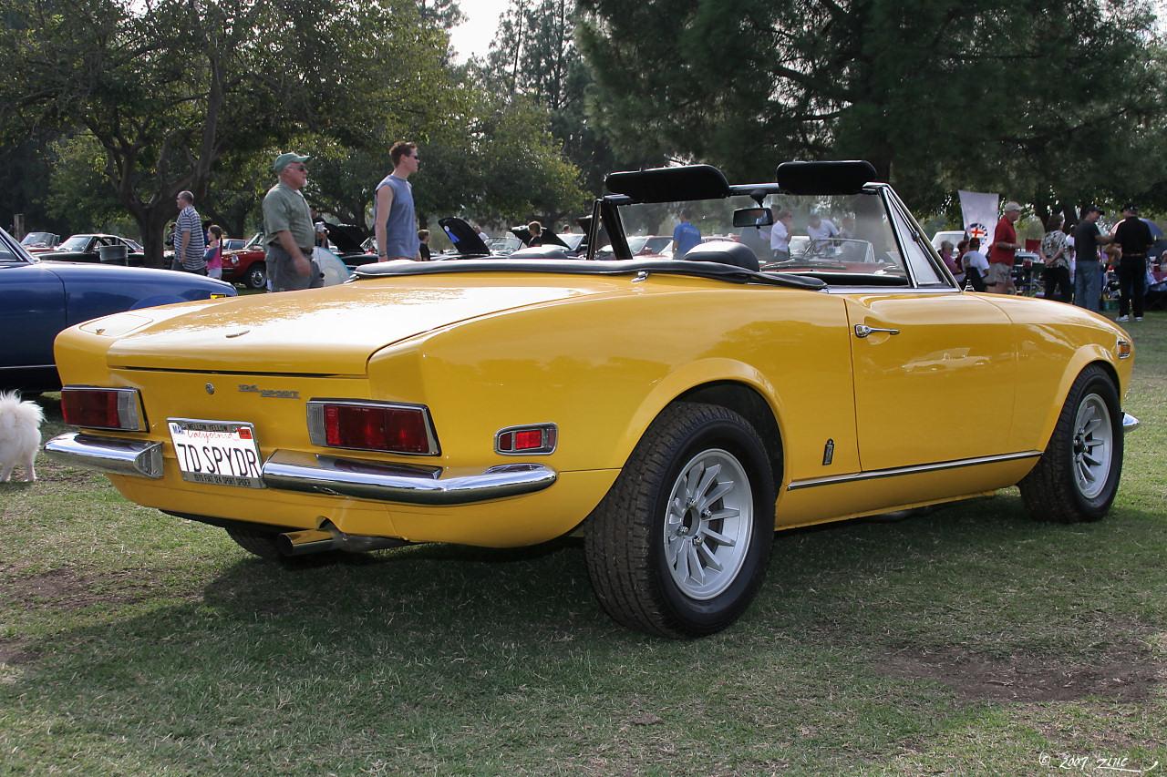 archivo:1970 fiat 124 spider sport - yellow - rvr-1 (4637127947)